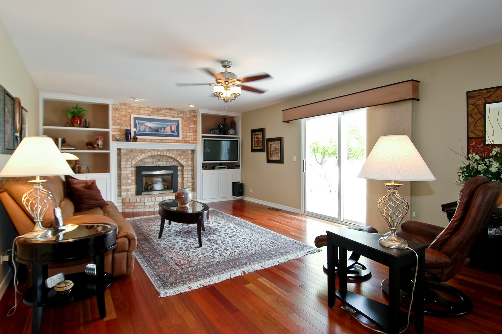 Real Estate Photography - 9015 Loch Glen Dr, Lakewood, IL, 60014 - Family Room