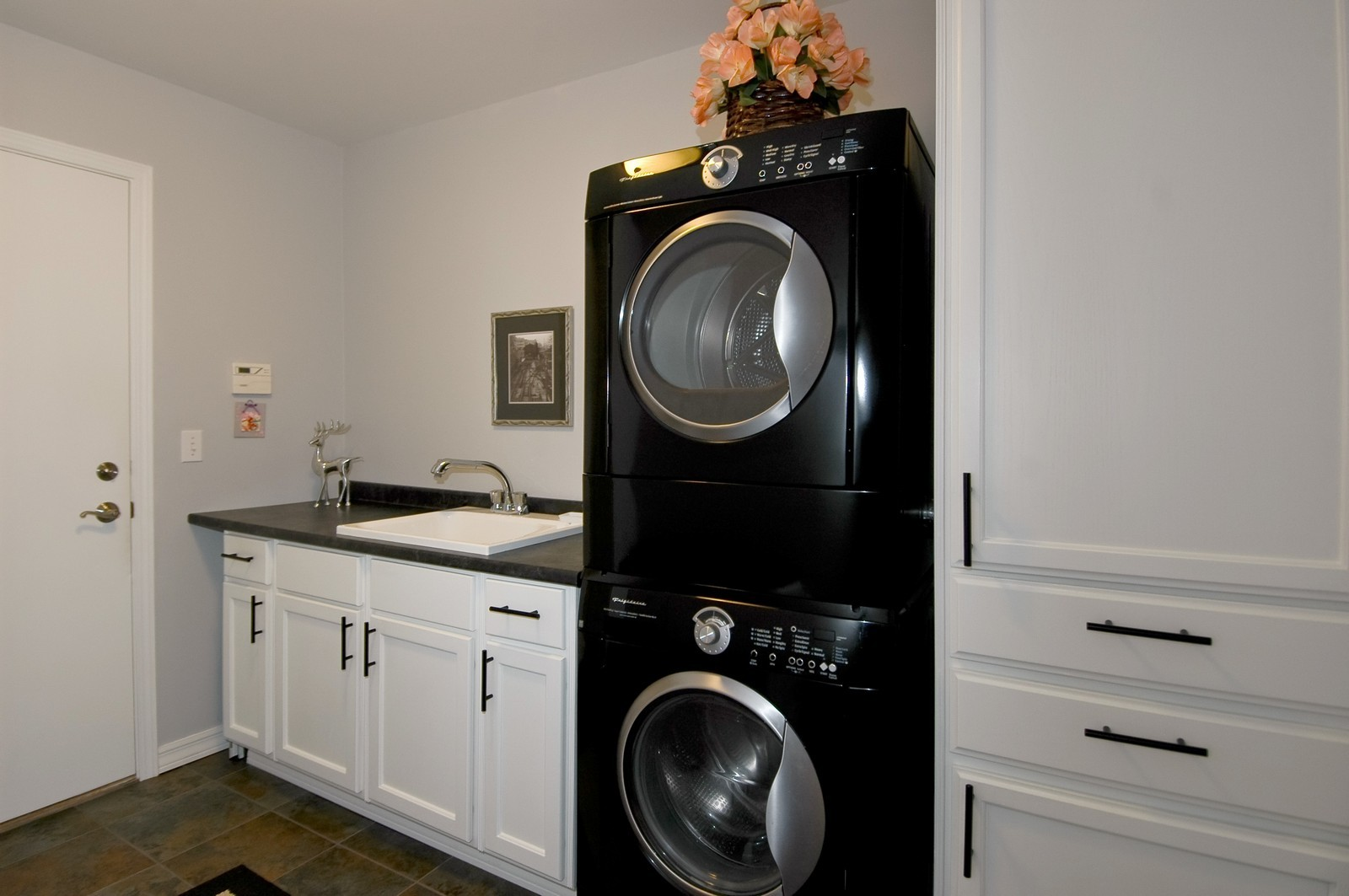 Real Estate Photography - 9015 Loch Glen Dr, Lakewood, IL, 60014 - Laundry Room