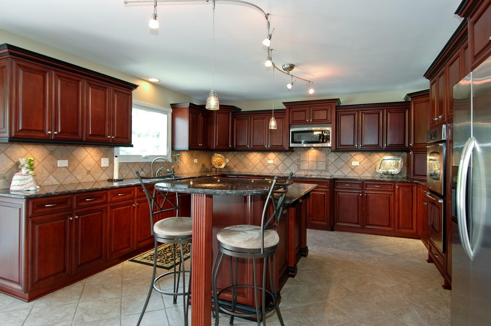 Real Estate Photography - 9015 Loch Glen Dr, Lakewood, IL, 60014 - Kitchen