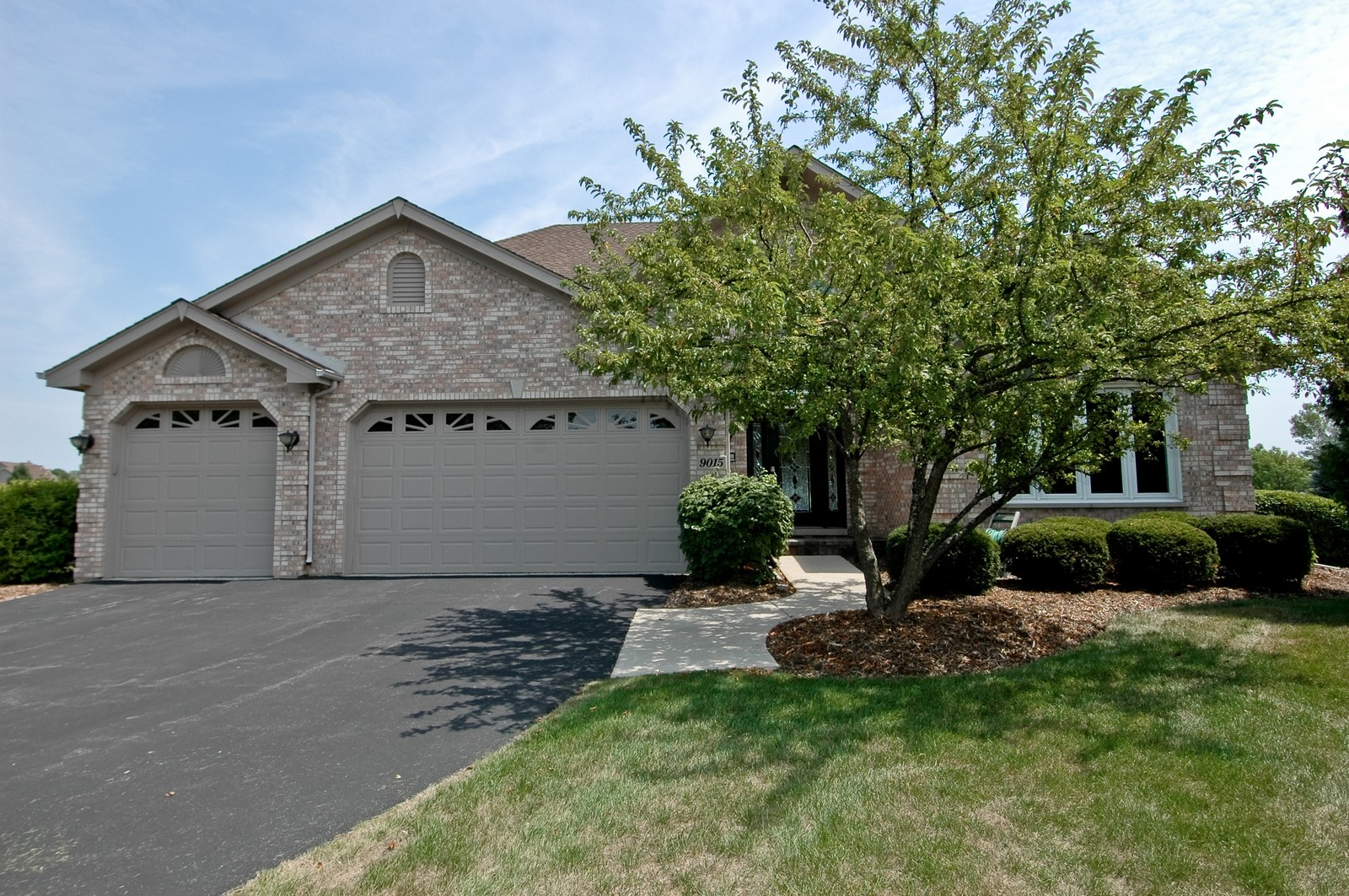 Real Estate Photography - 9015 Loch Glen Dr, Lakewood, IL, 60014 - Front View