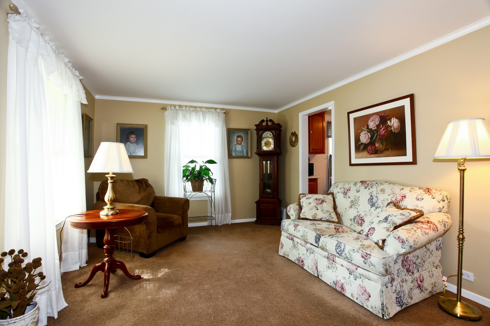 Real Estate Photography - 1427 S 4th St, Saint Charles, IL, 60174 - Living Room