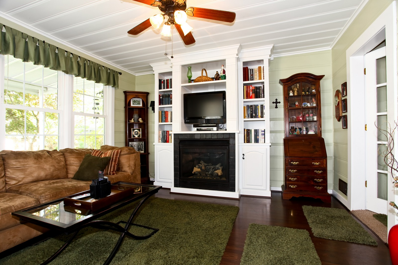Real Estate Photography - 1427 S 4th St, Saint Charles, IL, 60174 - Family Room
