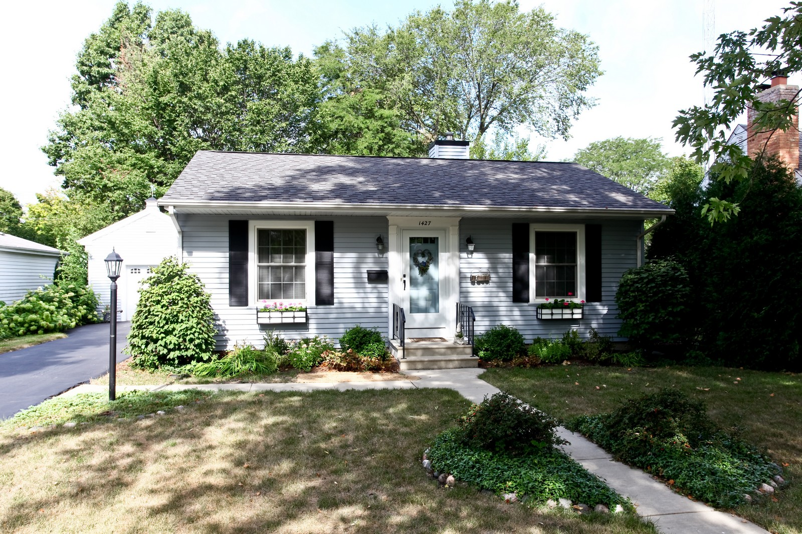 Real Estate Photography - 1427 S 4th St, Saint Charles, IL, 60174 - Front View