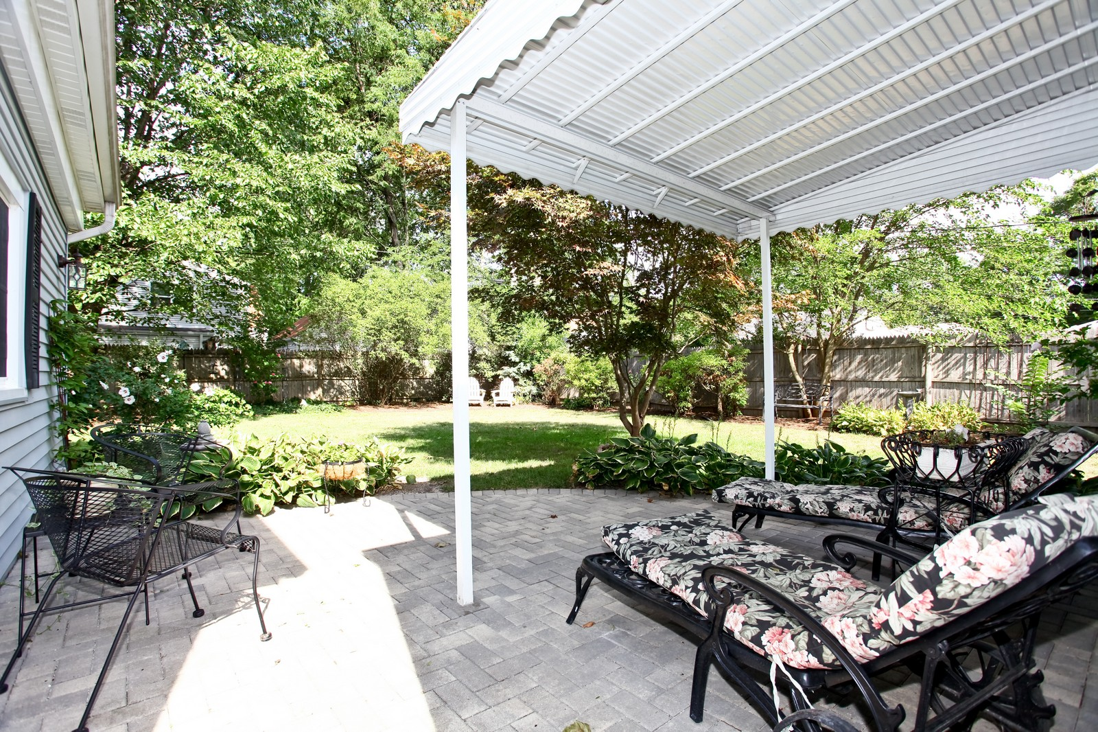 Real Estate Photography - 1427 S 4th St, Saint Charles, IL, 60174 - Deck