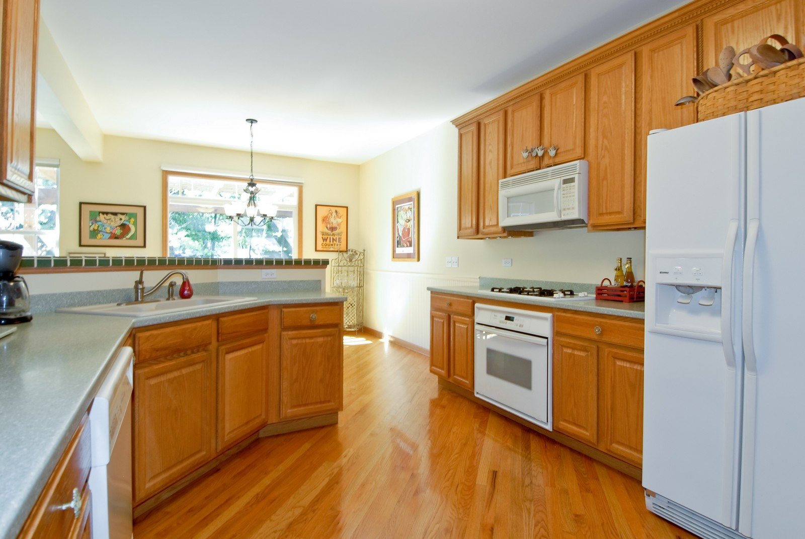 Real Estate Photography - 804 Viewpointe Dr, St Charles, IL, 60174 - Kitchen