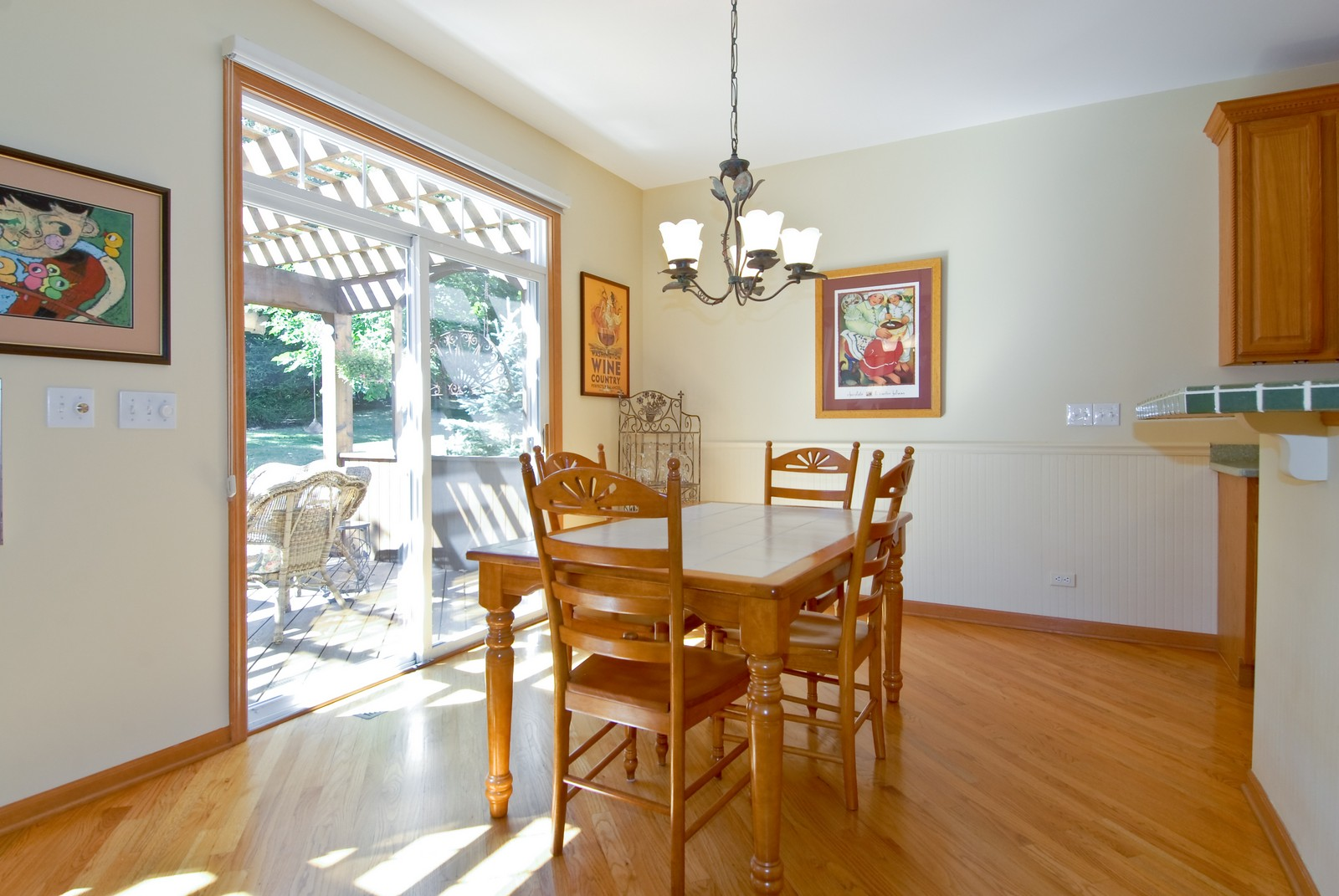 Real Estate Photography - 804 Viewpointe Dr, St Charles, IL, 60174 - Breakfast Nook