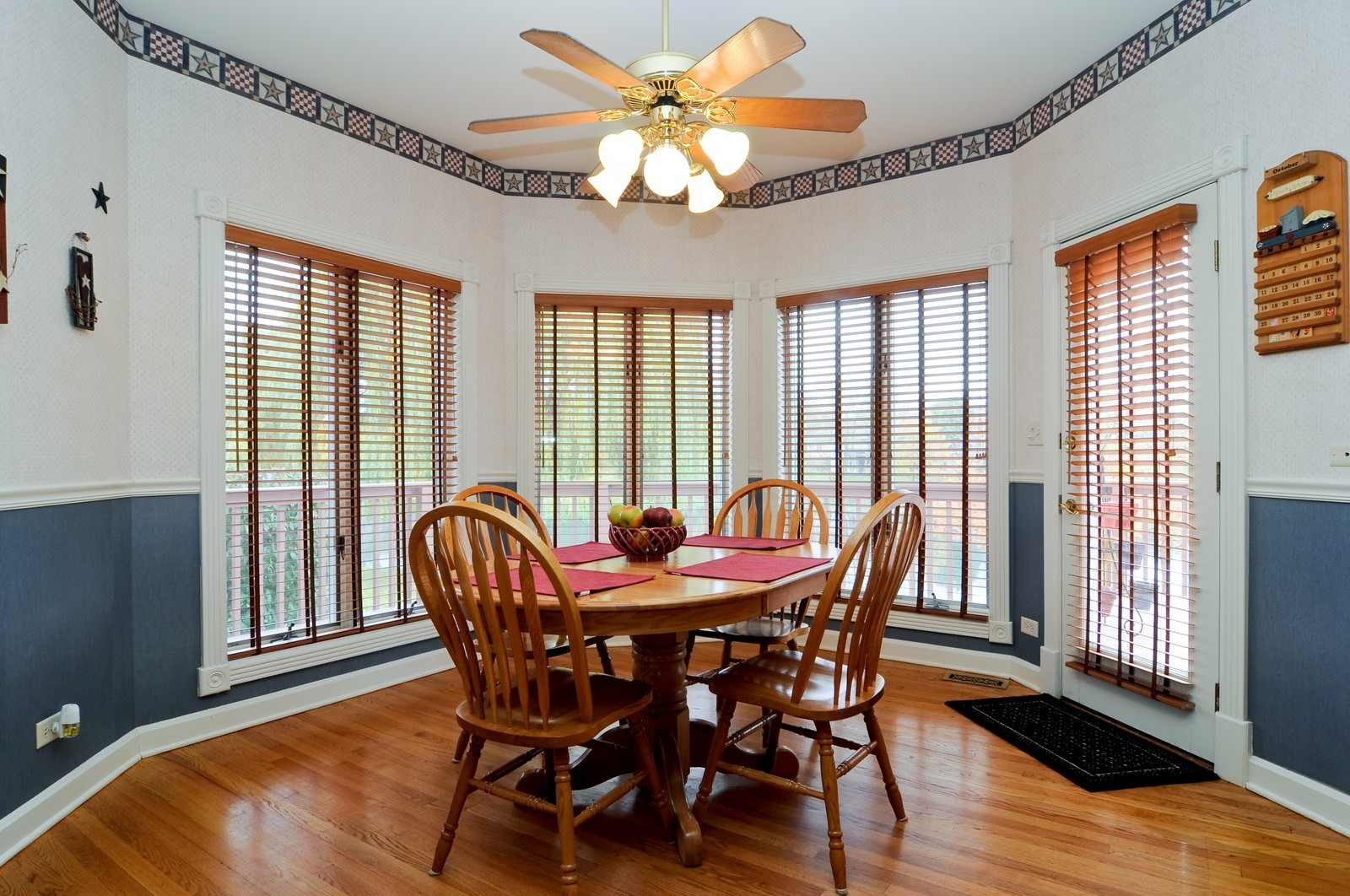 Real Estate Photography - 22988 W Thornhill Ct, Deer Park, IL, 60010 - Breakfast Nook