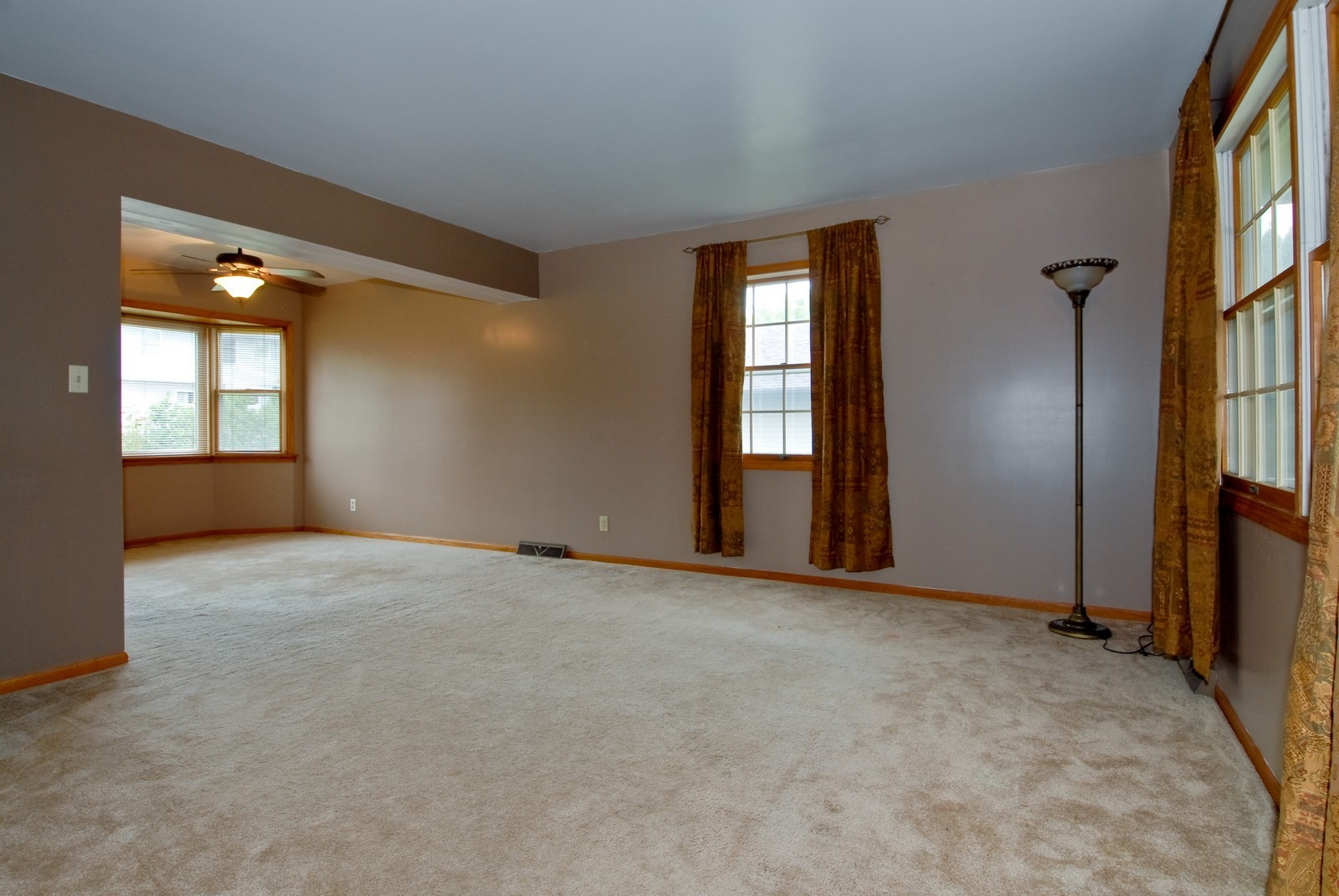 Real Estate Photography - 210 Pardridge Pl, Dekalb, IL, 60115 - Living Room