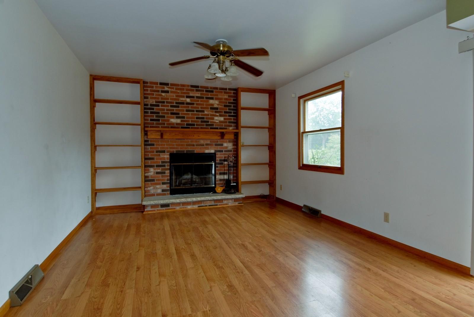 Real Estate Photography - 210 Pardridge Pl, Dekalb, IL, 60115 - Family Room