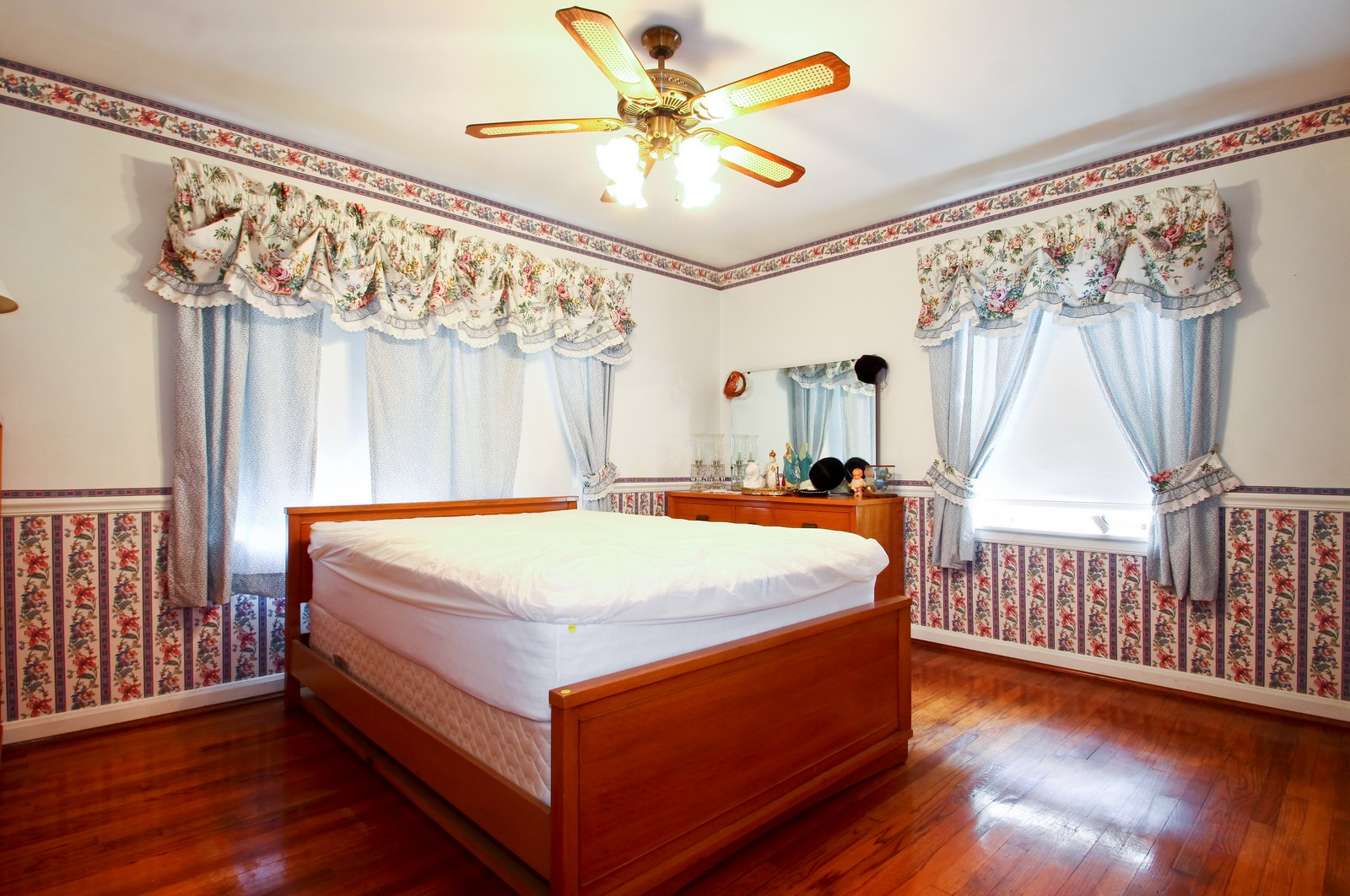 Real Estate Photography - 6935 N Kedvale Ave, Lincolnwood, IL, 60712 - Bedroom