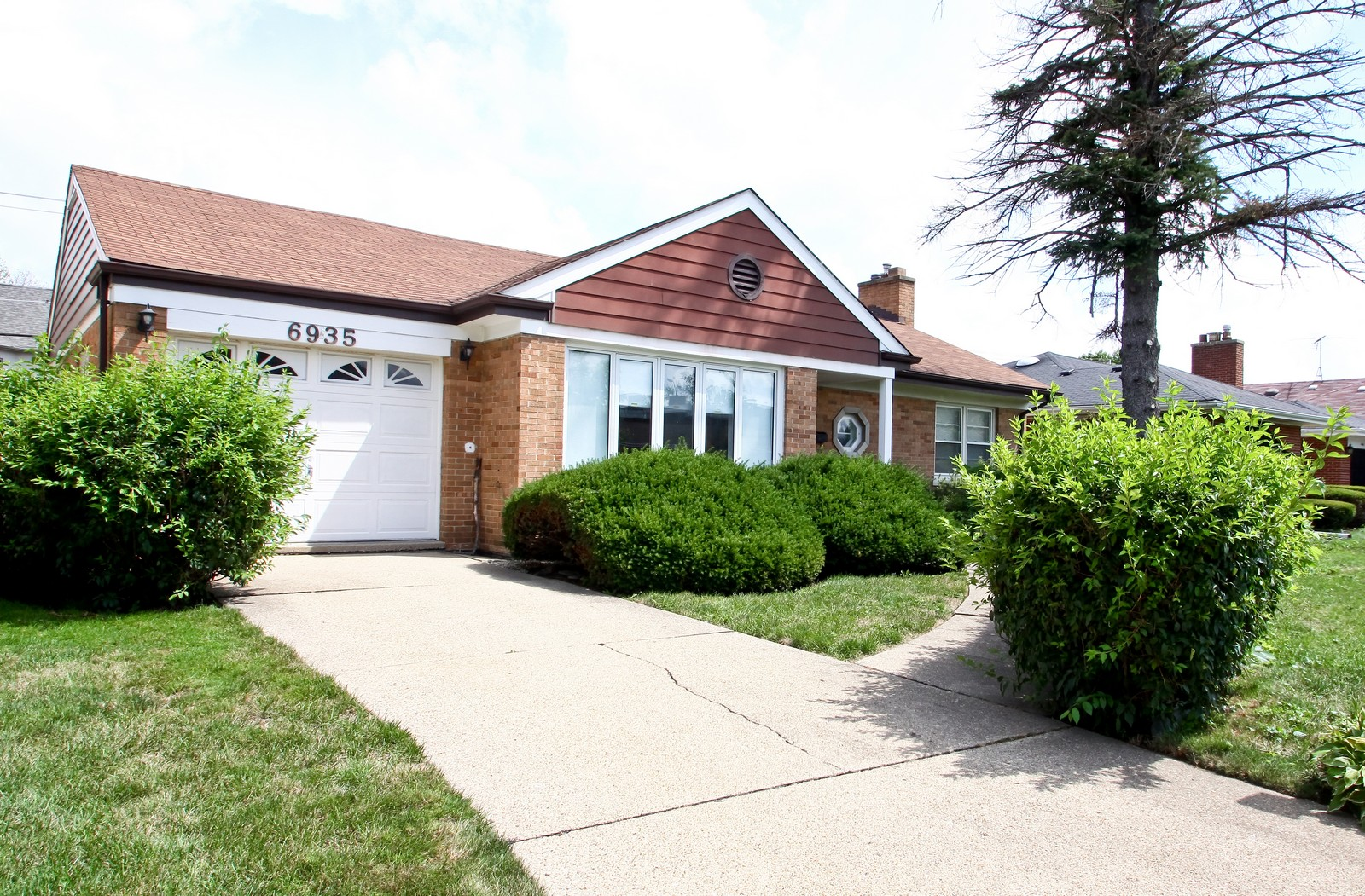 Real Estate Photography - 6935 N Kedvale Ave, Lincolnwood, IL, 60712 - Front View