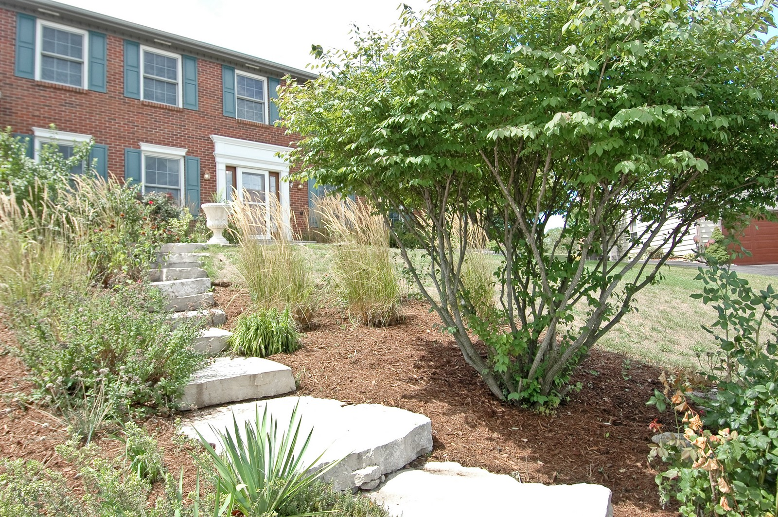 Real Estate Photography - 1435 Brandywine Cir, Algonquin, IL, 60102 - Landscaped front yard
