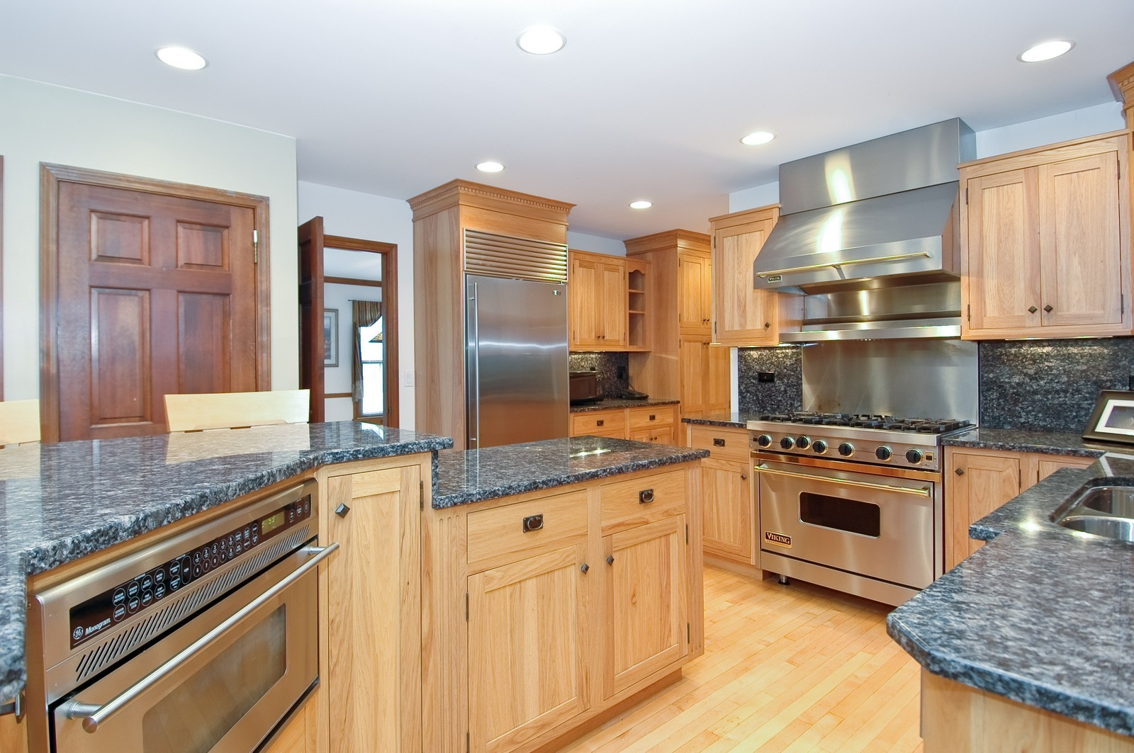 Real Estate Photography - 1435 Brandywine Cir, Algonquin, IL, 60102 - Kitchen