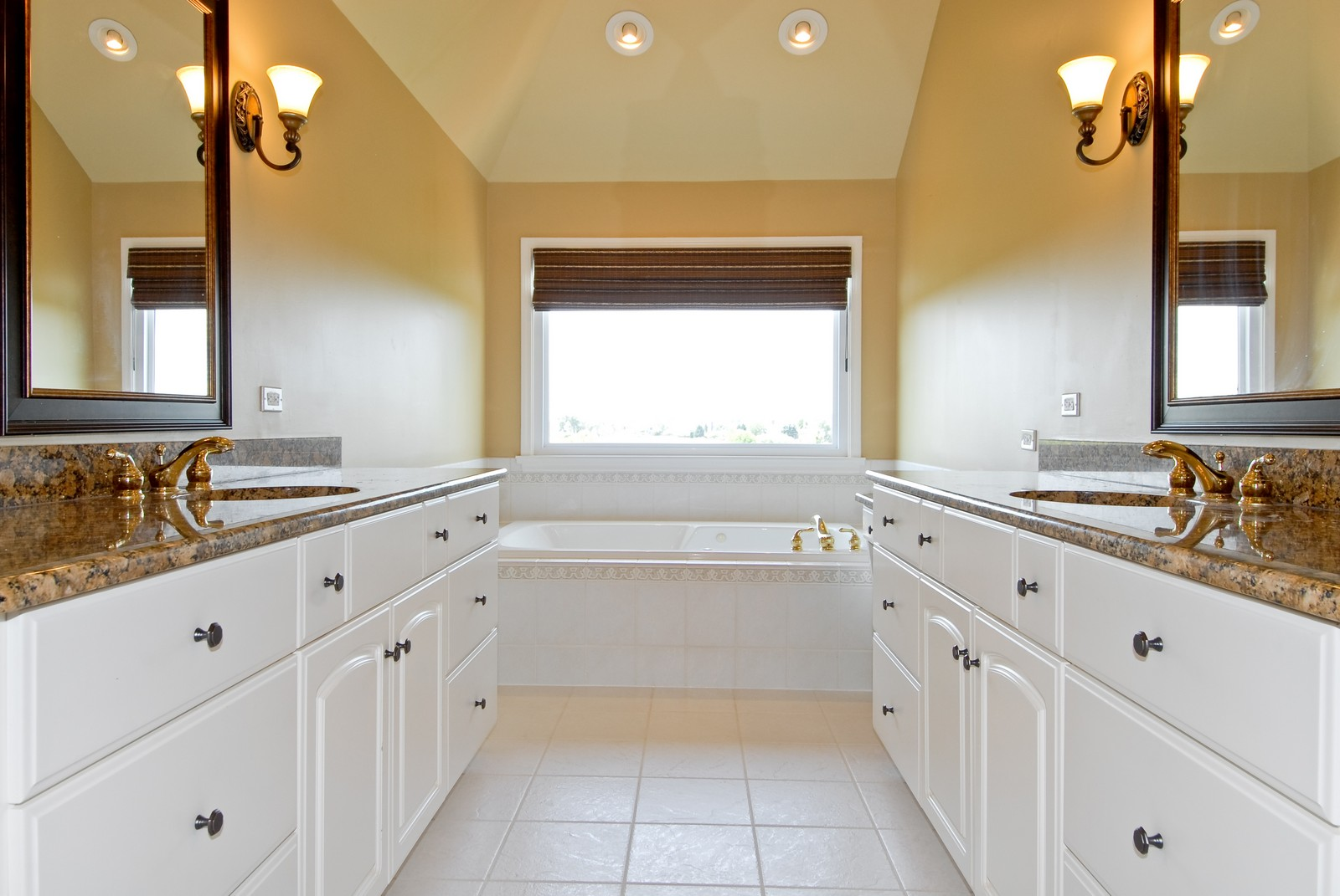 Real Estate Photography - 1264 Keim Ct, Geneva, IL, 60134 - Master Bathroom
