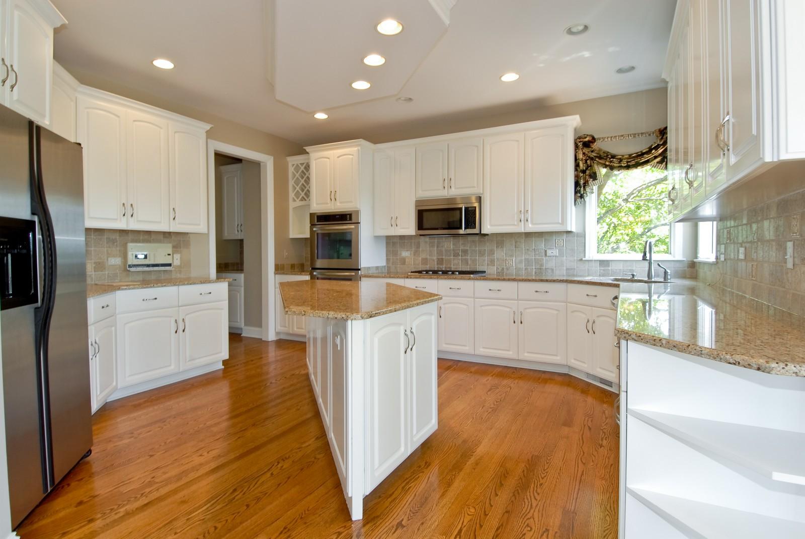 Real Estate Photography - 1264 Keim Ct, Geneva, IL, 60134 - Kitchen