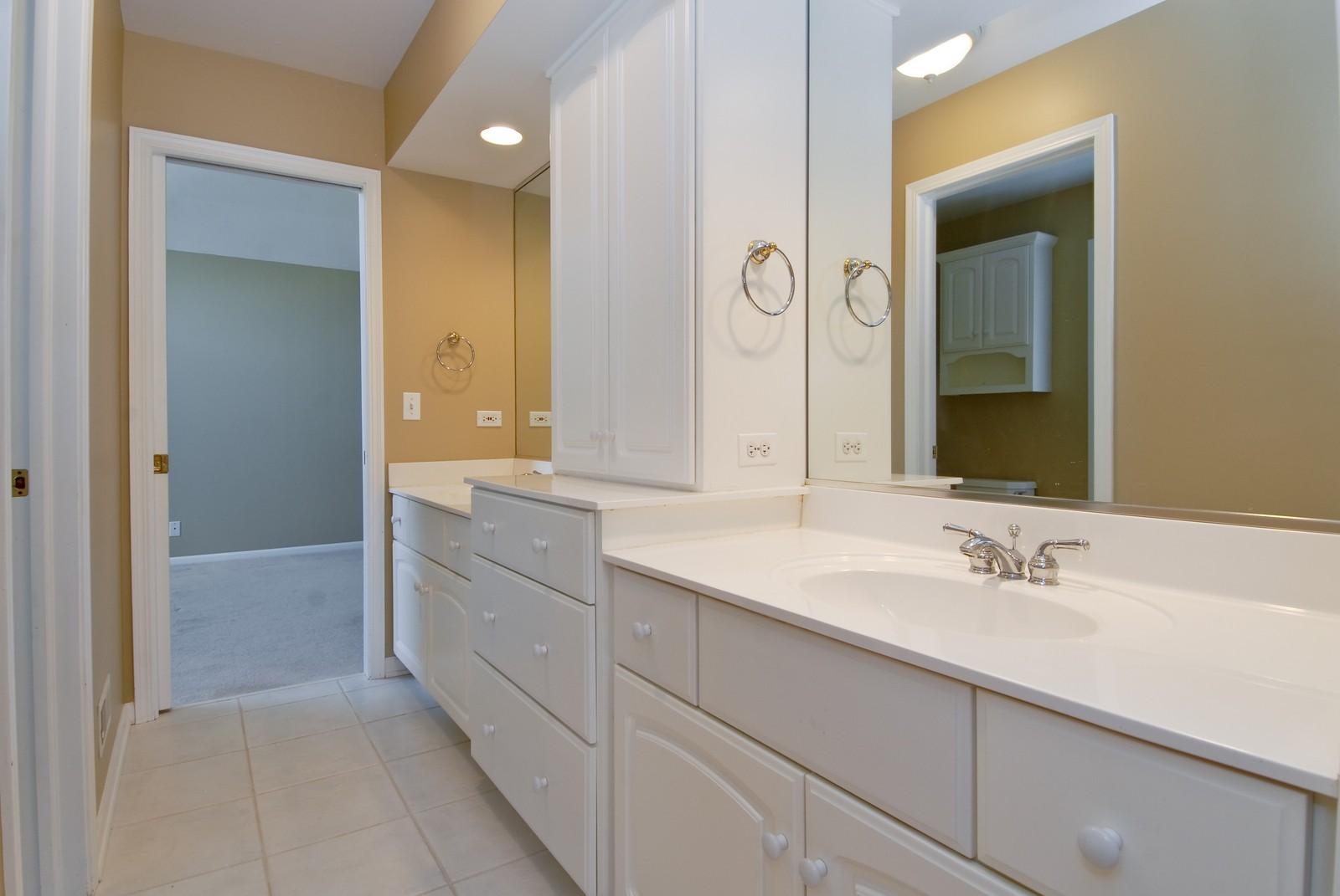 Real Estate Photography - 1264 Keim Ct, Geneva, IL, 60134 - Bathroom