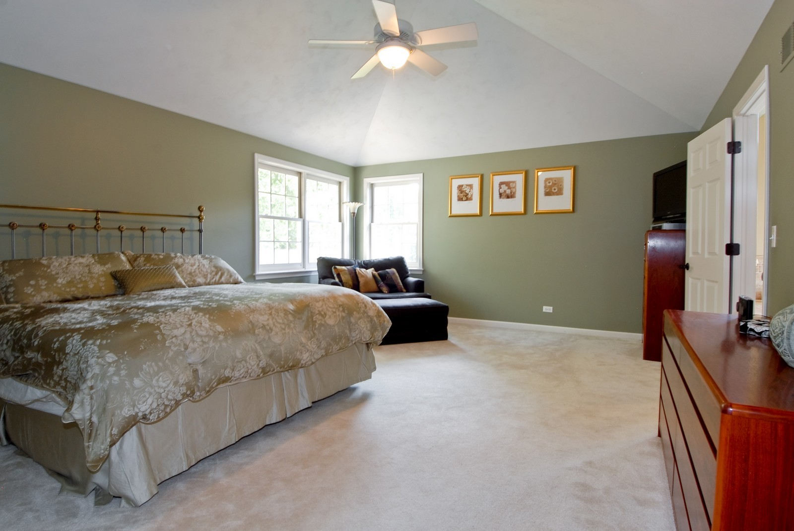 Real Estate Photography - 2502 Majestic Oaks Ln, Saint Charles, IL, 60174 - Master Bedroom