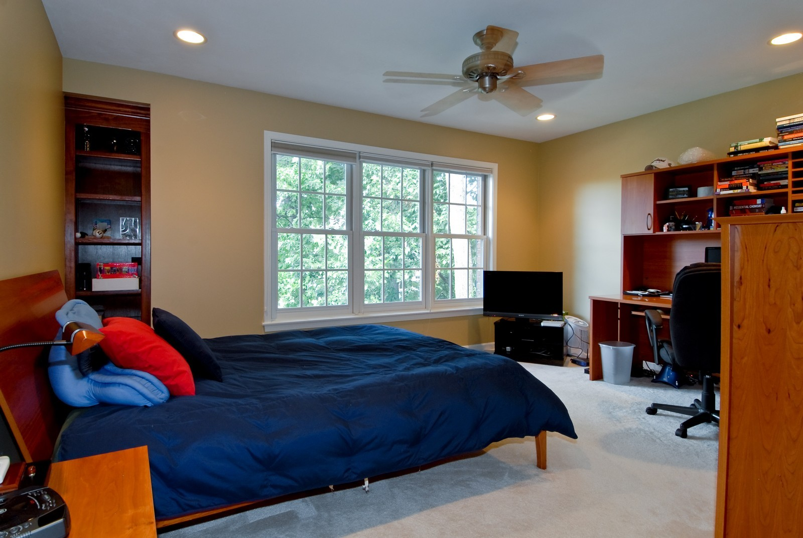 Real Estate Photography - 2502 Majestic Oaks Ln, Saint Charles, IL, 60174 - 3rd Bedroom