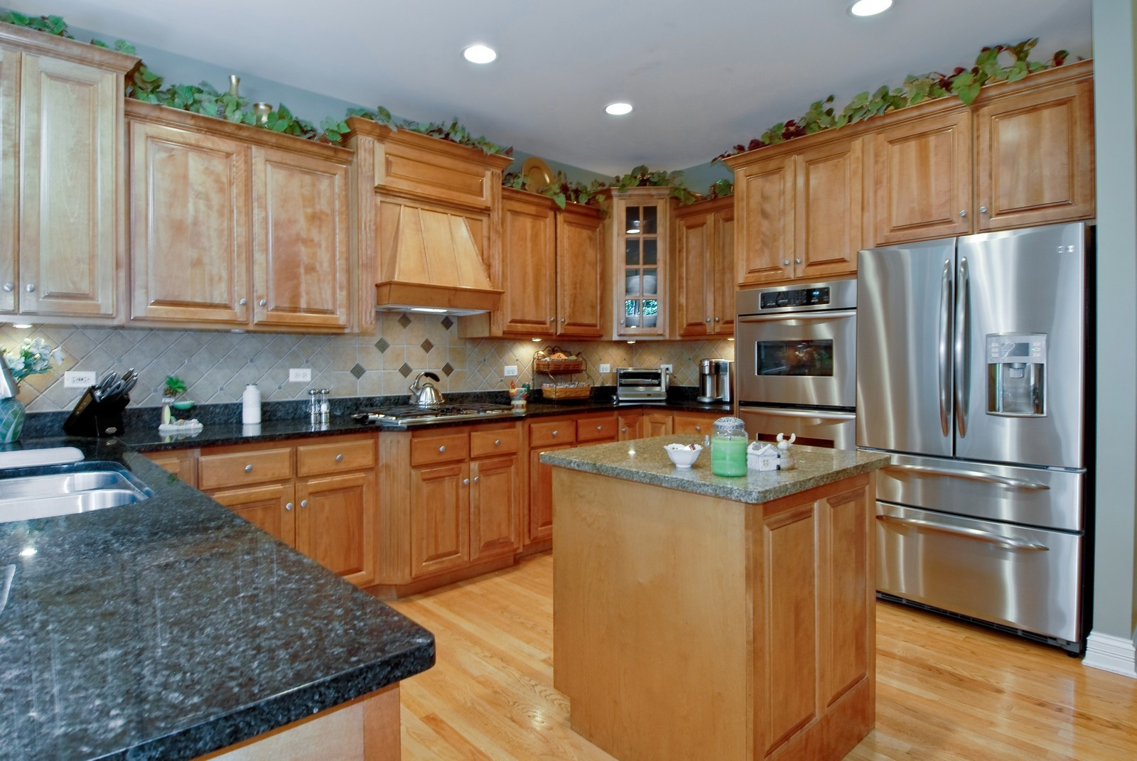 Real Estate Photography - 2502 Majestic Oaks Ln, Saint Charles, IL, 60174 - Kitchen