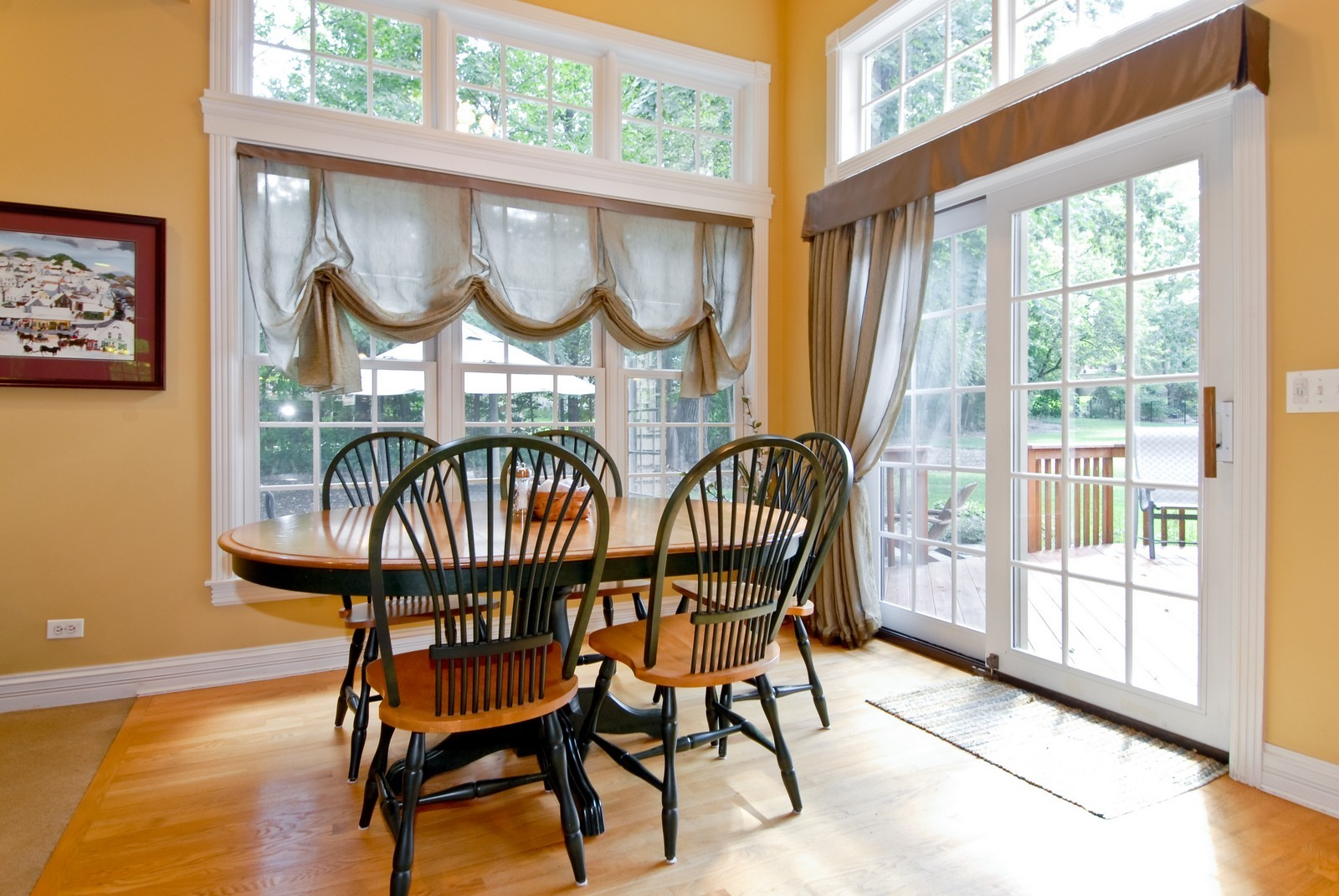 Real Estate Photography - 2502 Majestic Oaks Ln, Saint Charles, IL, 60174 - Breakfast Nook