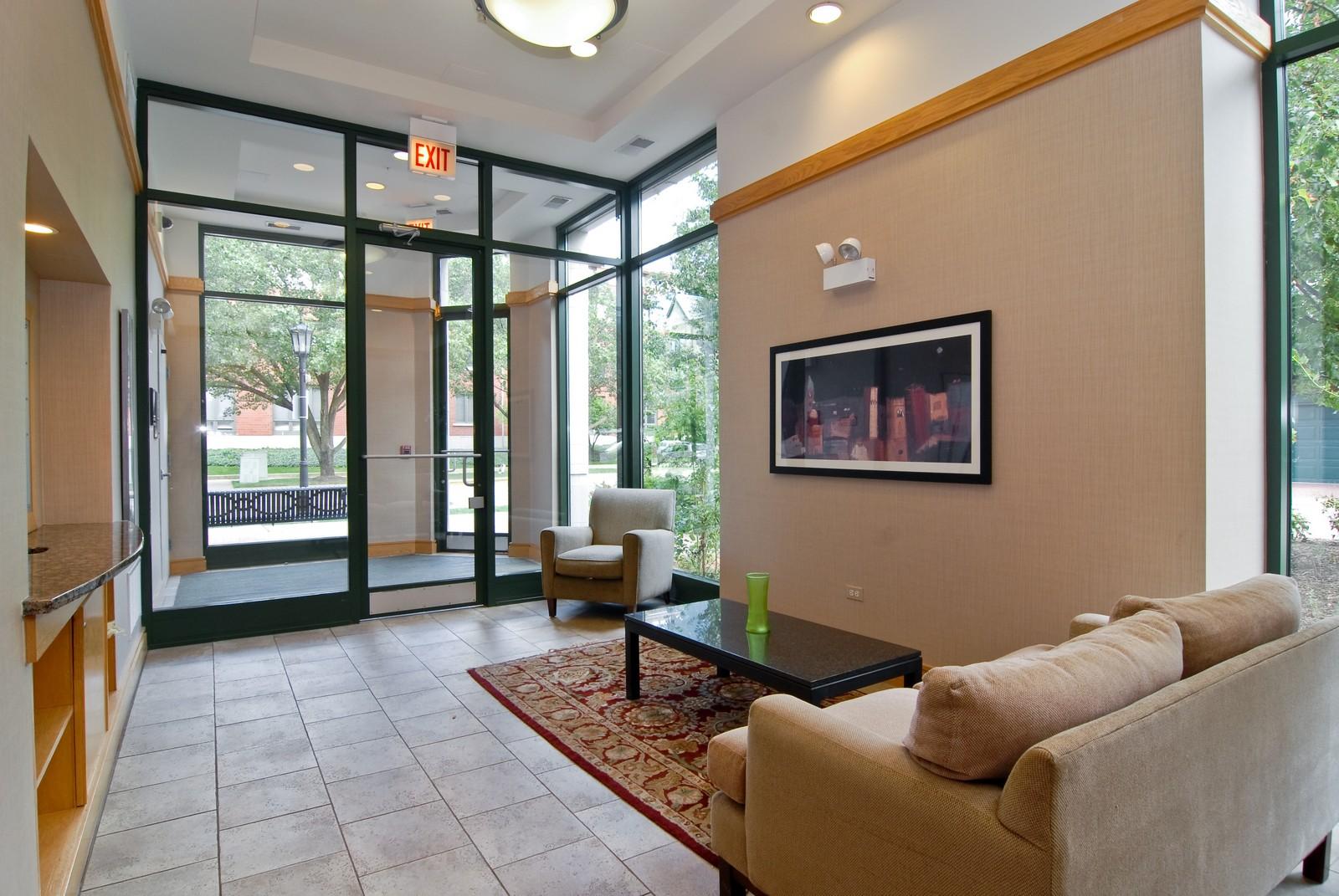 Real Estate Photography - 125 Euclid Ave, Unit 407, Oak Park, IL, 60301 - Lobby