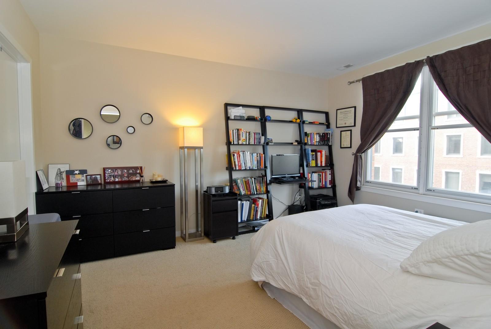 Real Estate Photography - 125 Euclid Ave, Unit 407, Oak Park, IL, 60301 - Bedroom