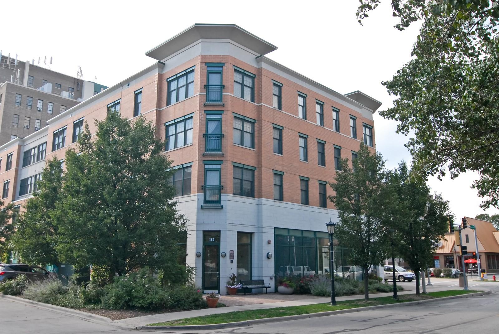 Real Estate Photography - 125 Euclid Ave, Unit 407, Oak Park, IL, 60301 - Front View