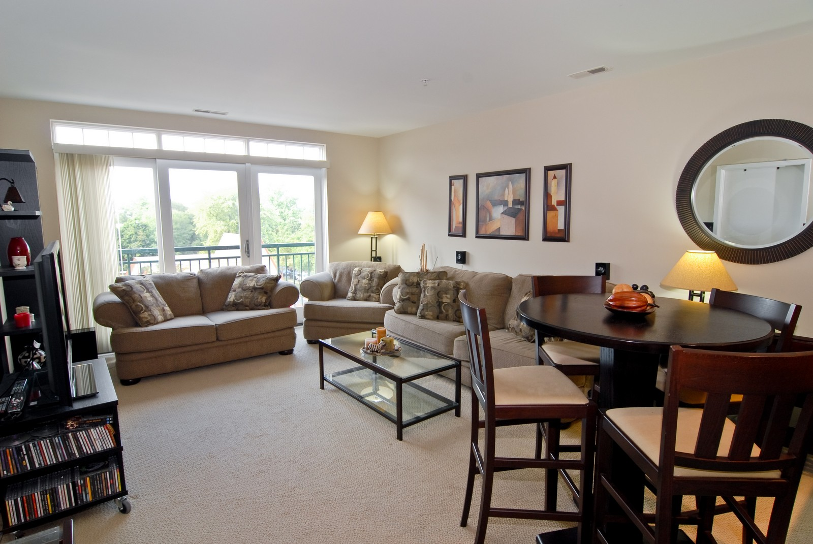 Real Estate Photography - 125 Euclid Ave, Unit 407, Oak Park, IL, 60301 - Living Room / Dining Room