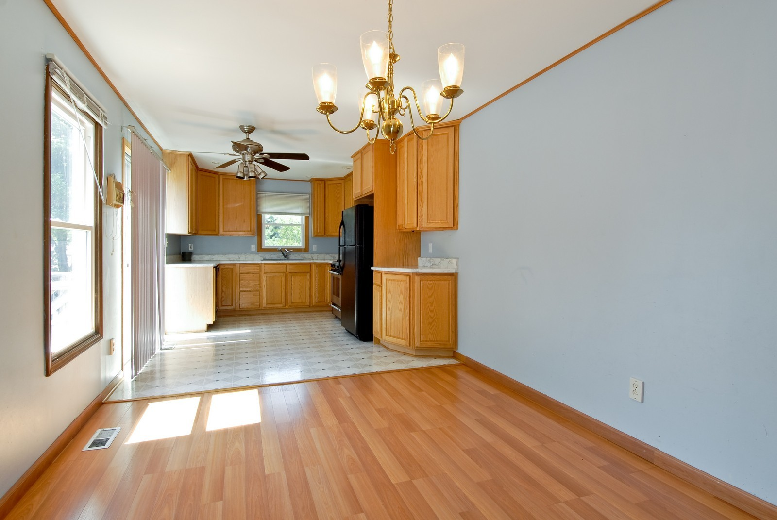 Real Estate Photography - 1563 Banbury Ave, St Charles, IL, 60174 - Kitchen / Breakfast Room