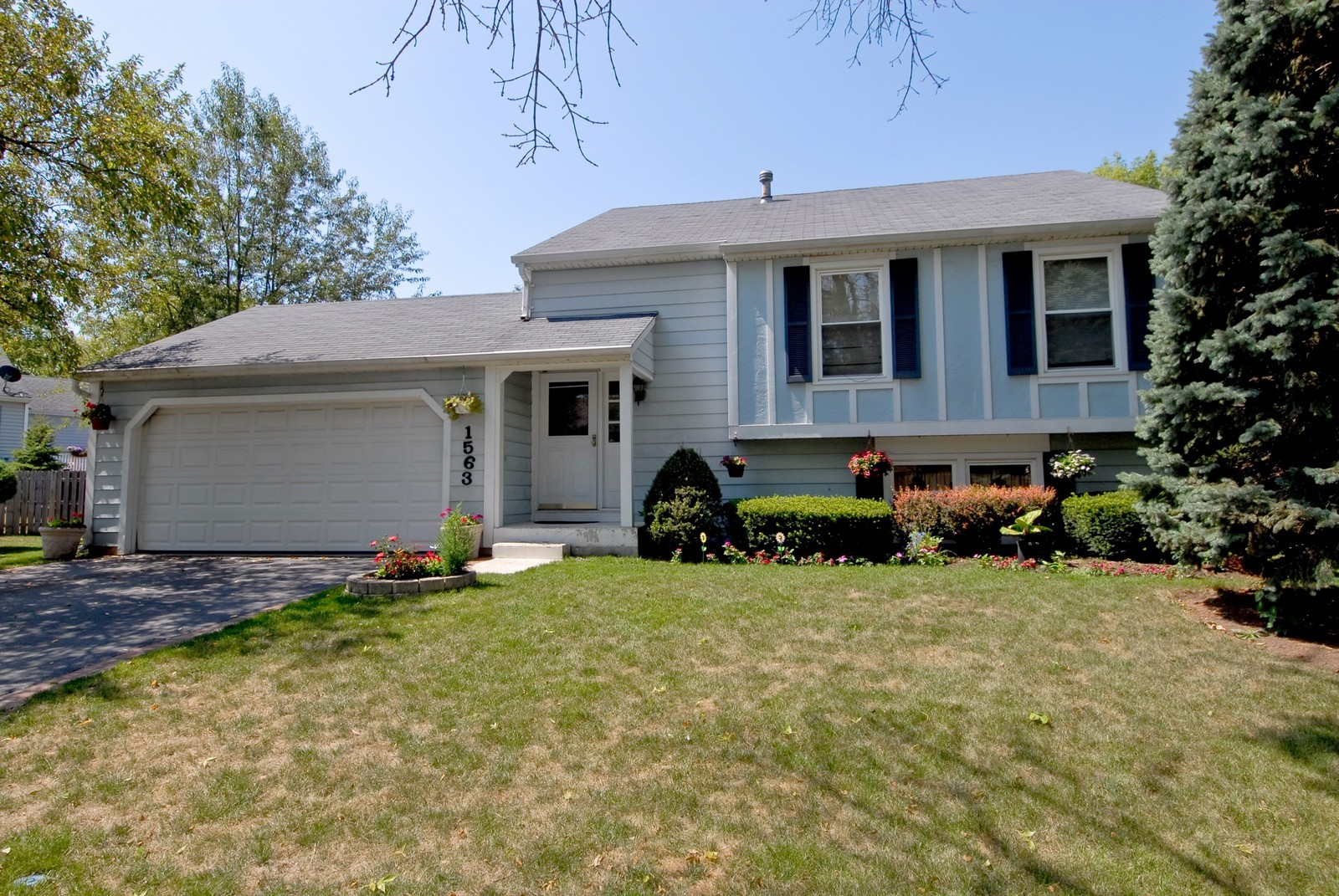 Real Estate Photography - 1563 Banbury Ave, St Charles, IL, 60174 - Front View