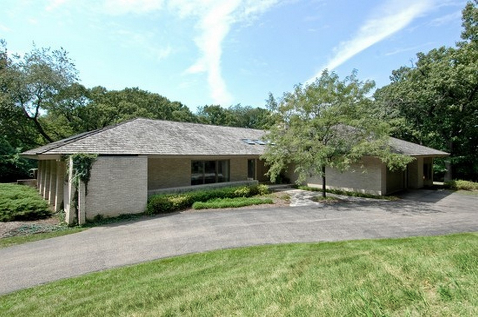 Real Estate Photography - 4 Far Hills Rd, Barrington Hills, IL, 60010 - Front View