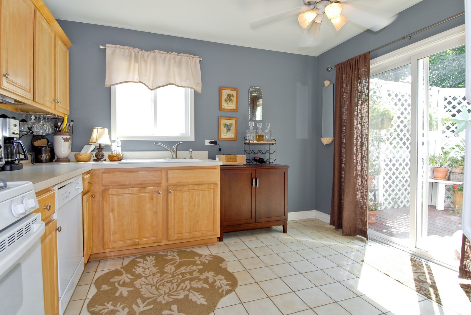 Real Estate Photography - 1027 Churchill Dr, Naperville, IL, 60563 - Kitchen / Breakfast Room
