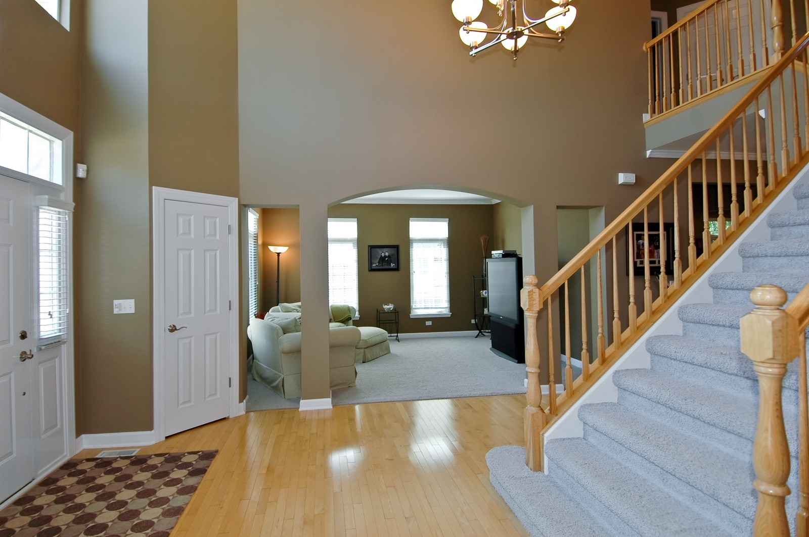 Real Estate Photography - 811 Mason Ln, Lake in the Hills, IL, 60156 - Foyer/Living Room