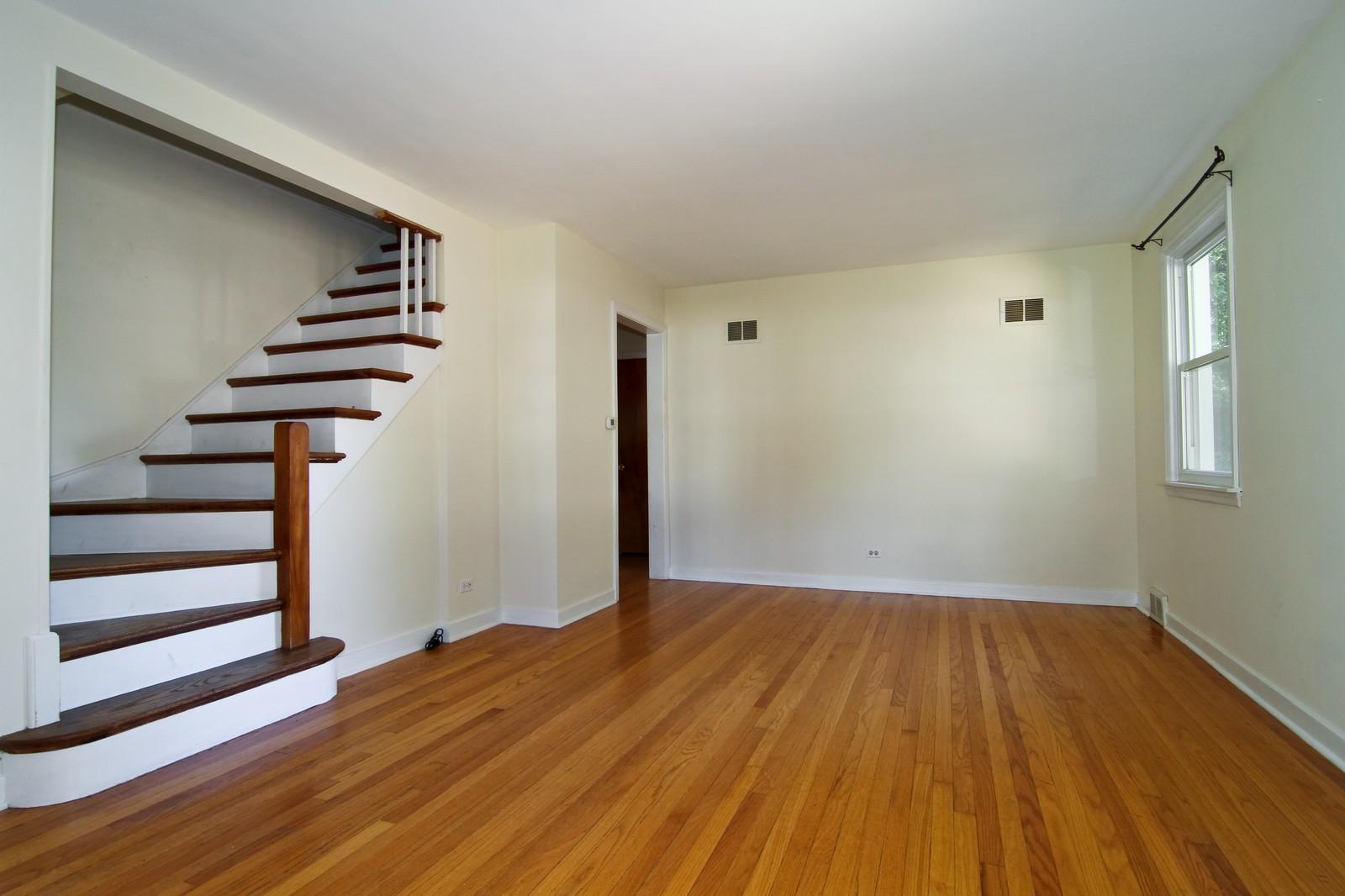 Real Estate Photography - 1702 E Indiana St, Wheaton, IL, 60187 - Living Room