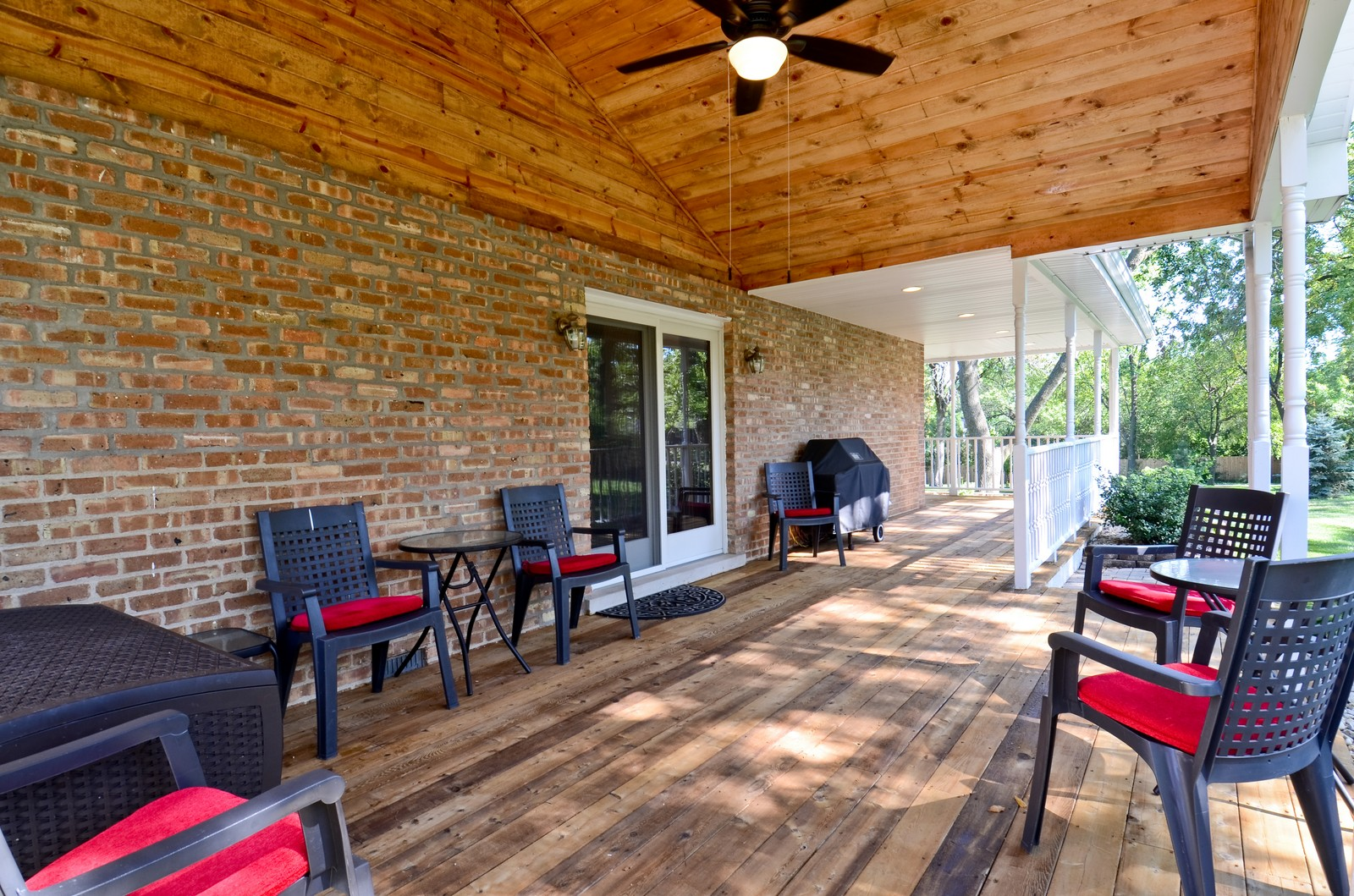 Real Estate Photography - 4N656 Klein Rd, West Chicago, IL, 60185 - Deck