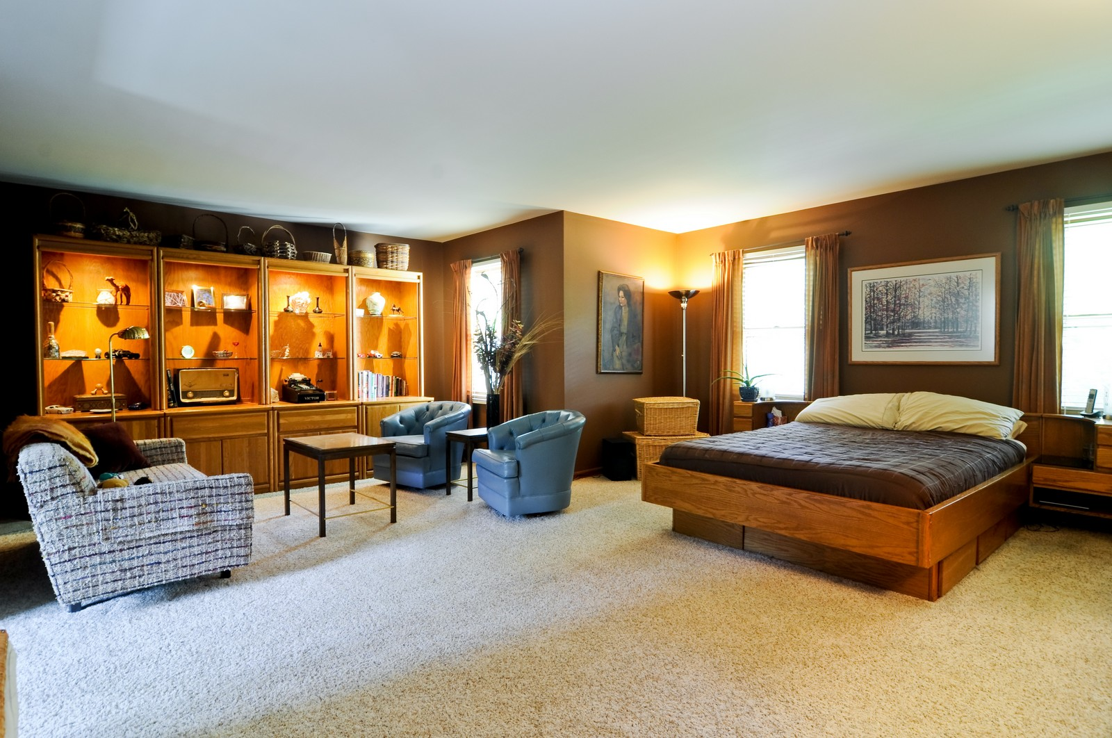 Real Estate Photography - 1000 Plum Tree Rd, Fox River Grove, IL, 60021 - Master Bedroom