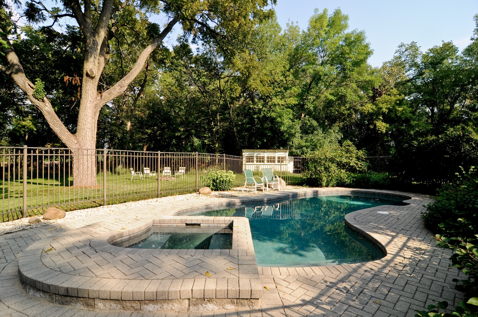 Real Estate Photography - 1000 Plum Tree Rd, Fox River Grove, IL, 60021 - Pool