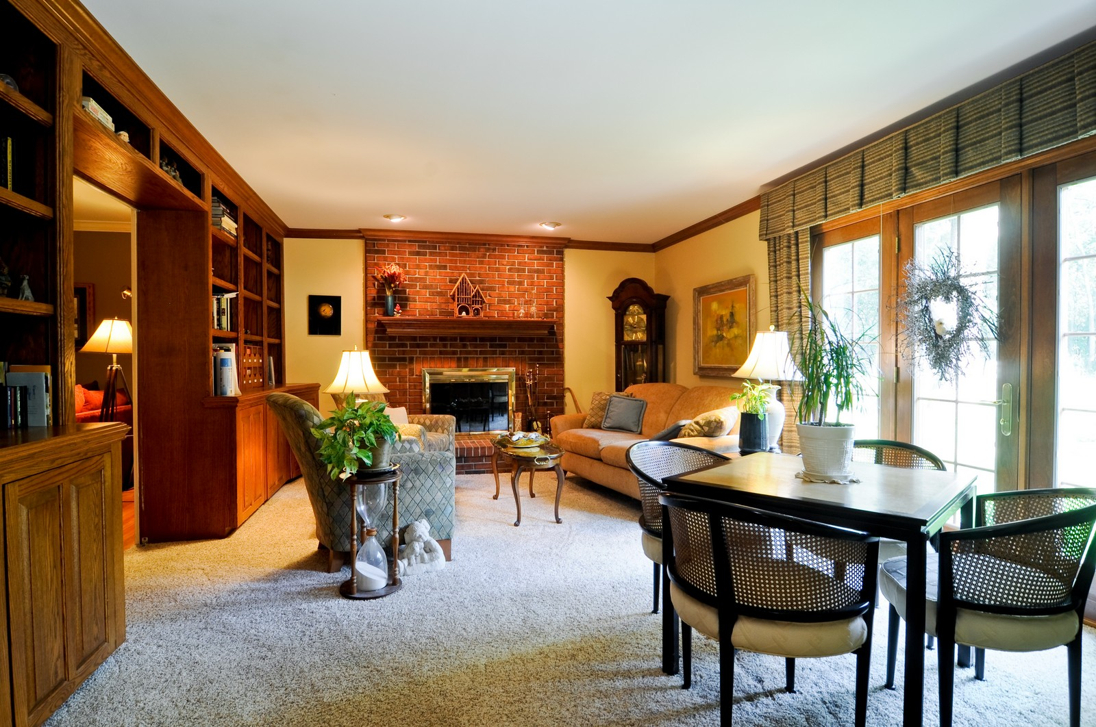 Real Estate Photography - 1000 Plum Tree Rd, Fox River Grove, IL, 60021 - Family Room