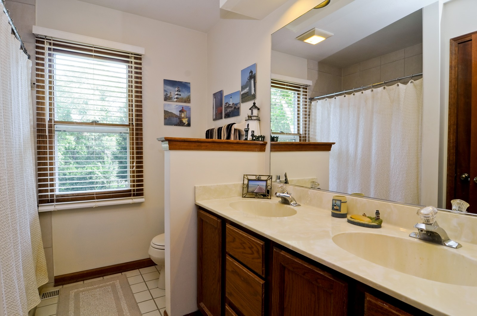 Real Estate Photography - 1000 Plum Tree Rd, Fox River Grove, IL, 60021 - Bathroom