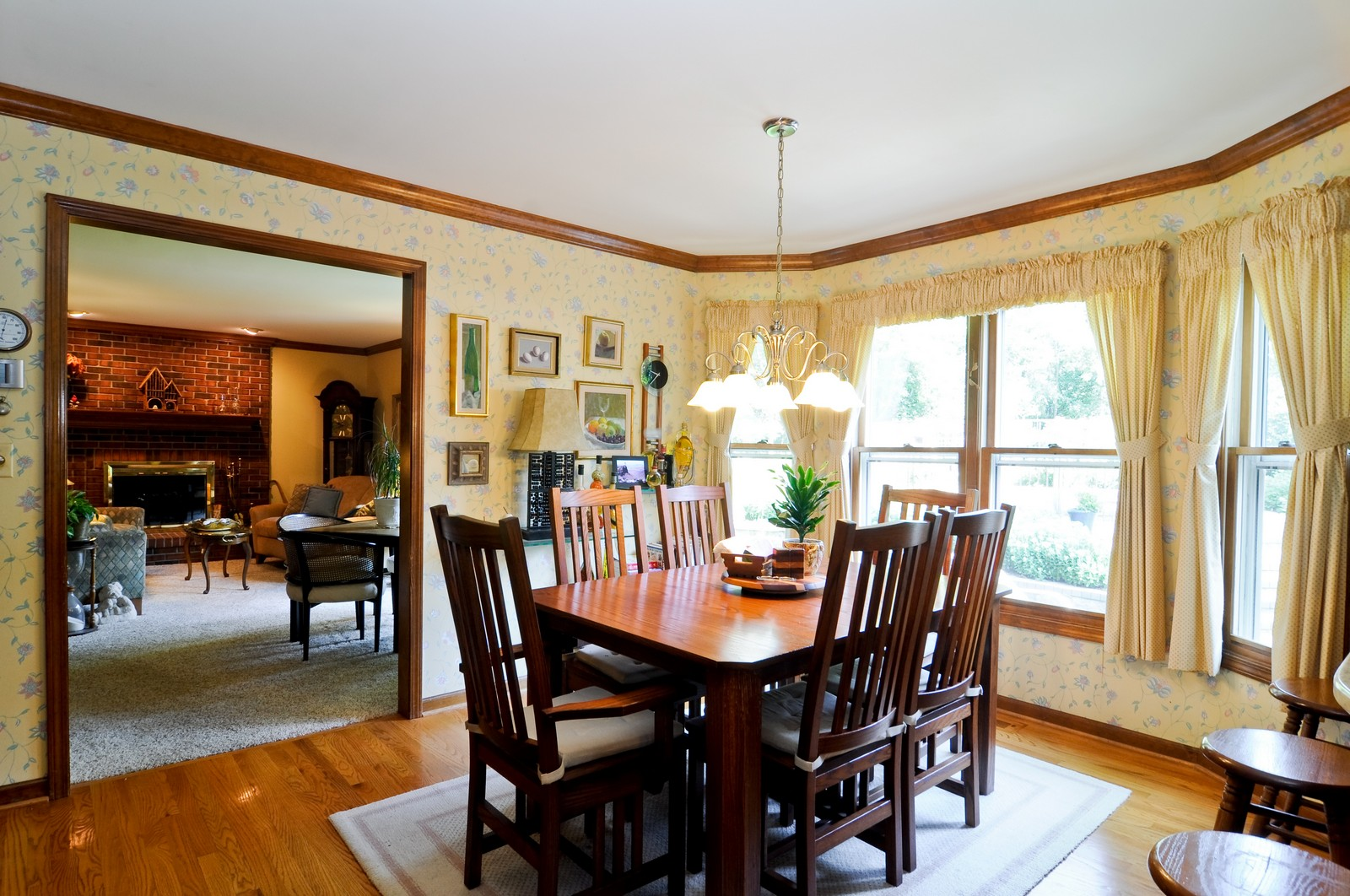 Real Estate Photography - 1000 Plum Tree Rd, Fox River Grove, IL, 60021 - Breakfast Nook