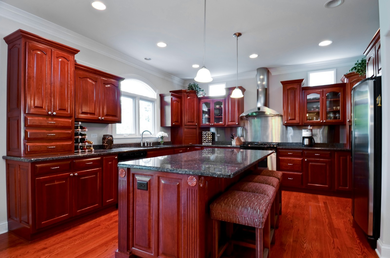 Real Estate Photography - 4343 Woodward Ave, Downers Grove, IL, 60515 - Kitchen