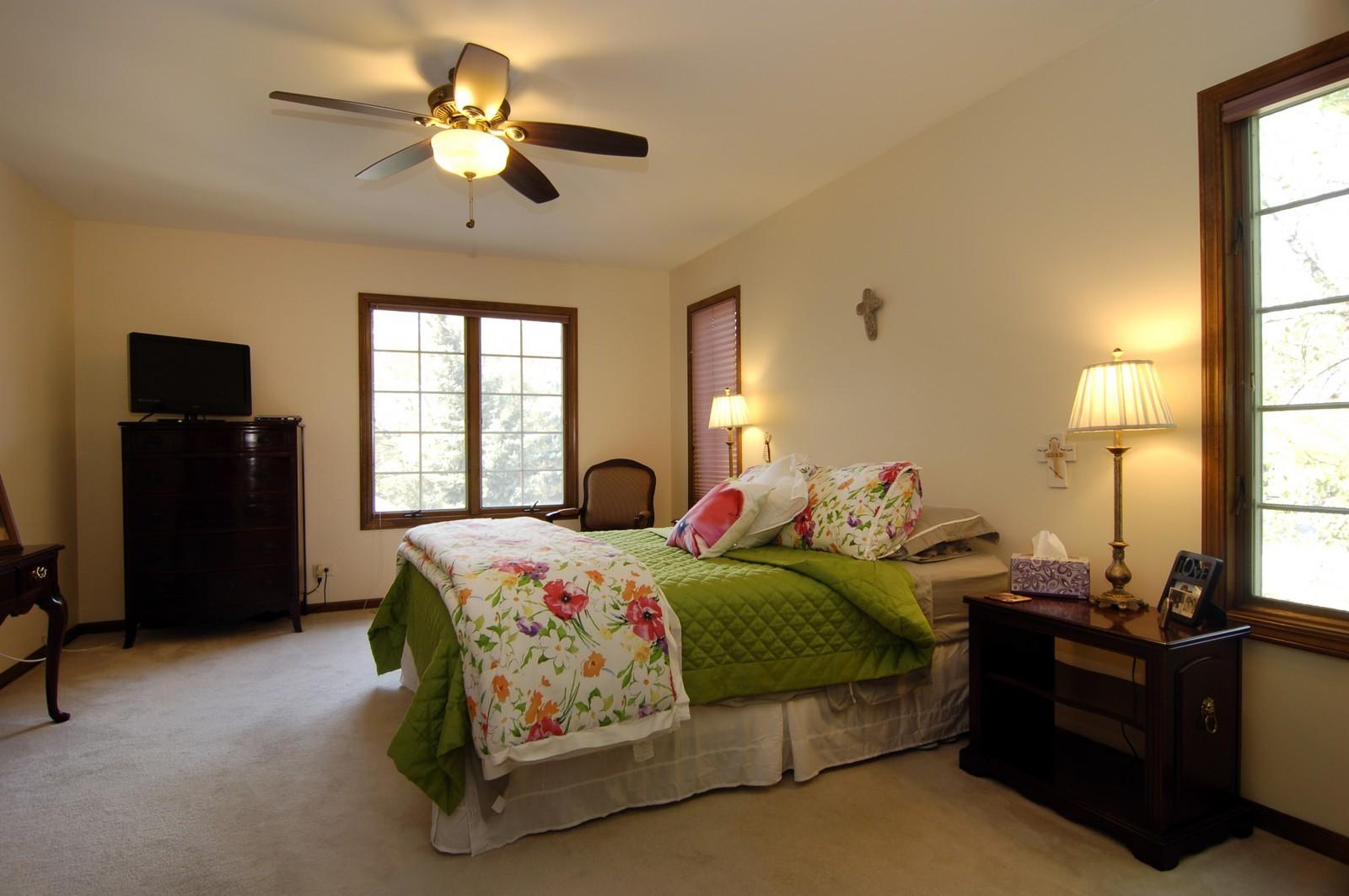 Real Estate Photography - 900 Saddlewood Dr, Glen Ellyn, IL, 60137 - Master Bedroom