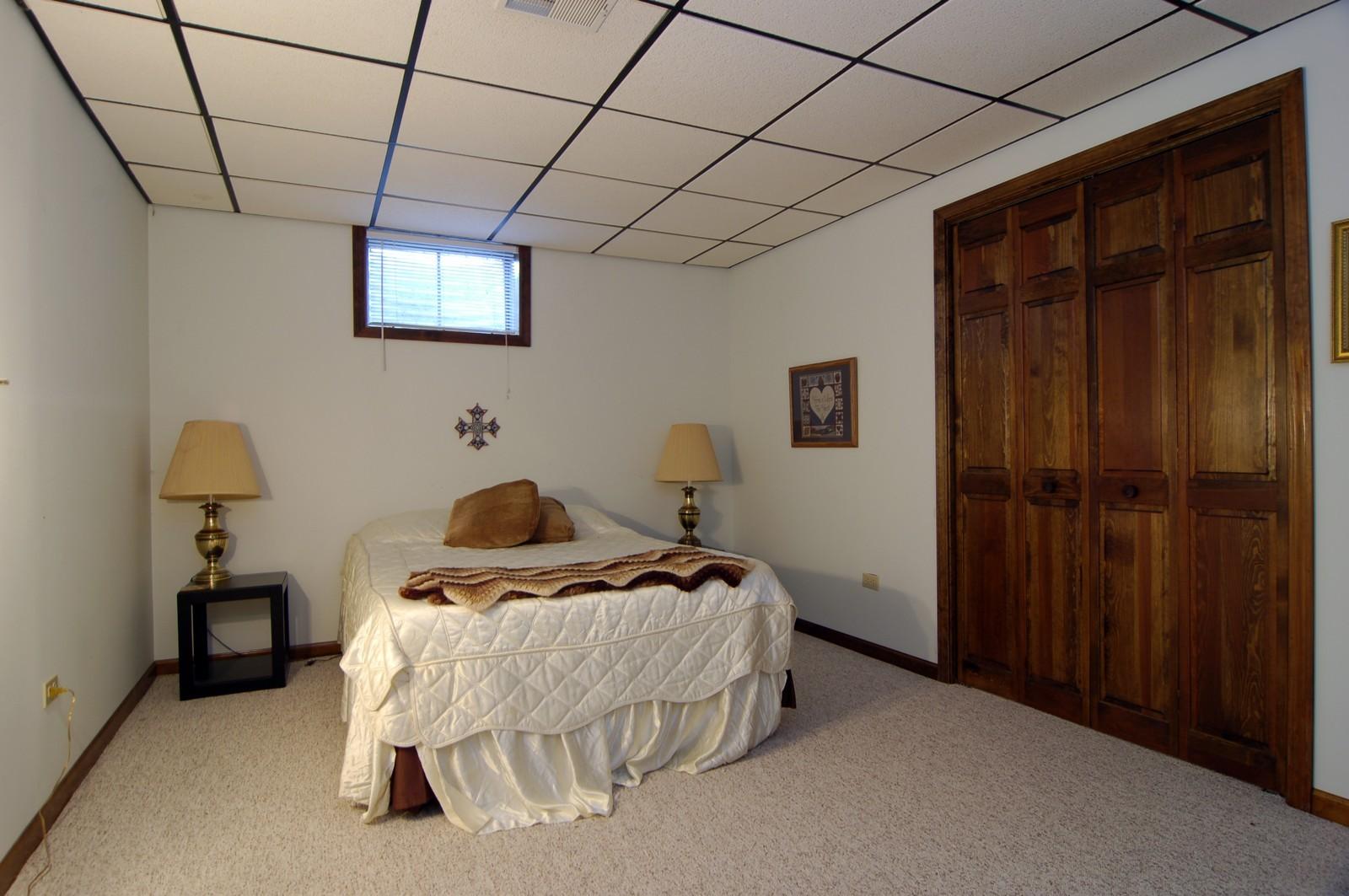 Real Estate Photography - 900 Saddlewood Dr, Glen Ellyn, IL, 60137 - Guest Bedroom