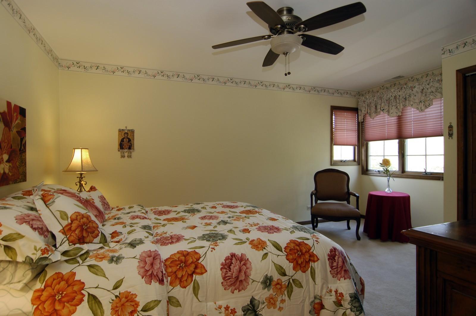 Real Estate Photography - 900 Saddlewood Dr, Glen Ellyn, IL, 60137 - Bedroom