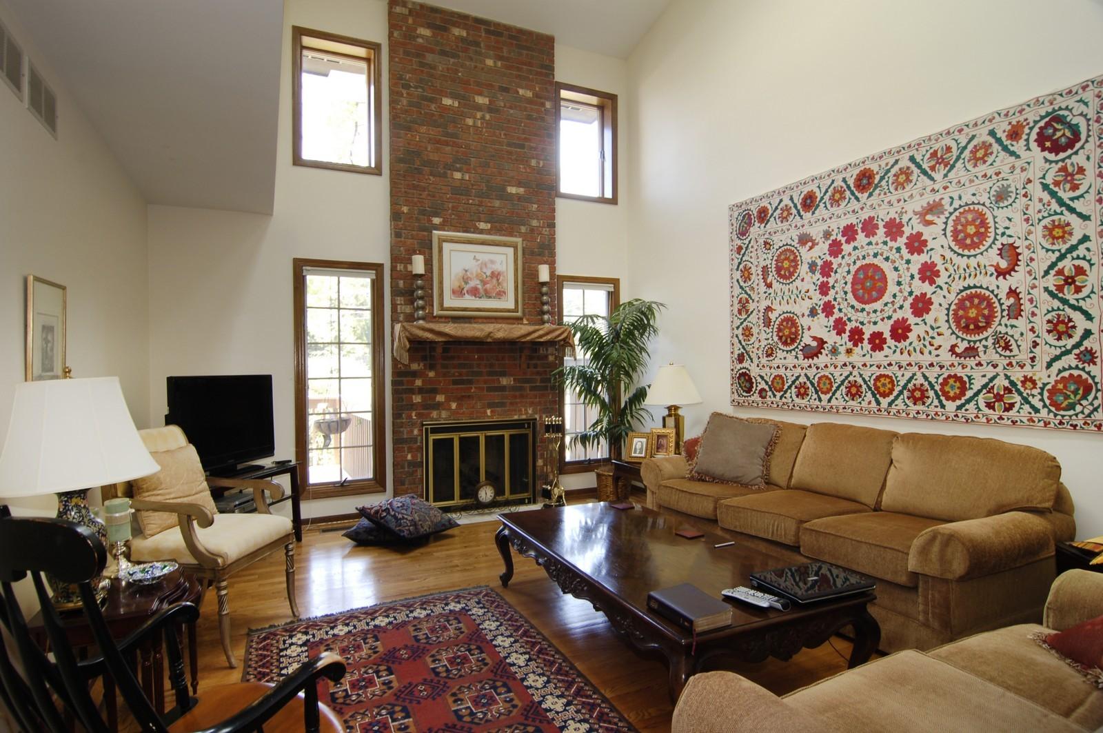 Real Estate Photography - 900 Saddlewood Dr, Glen Ellyn, IL, 60137 - Family Room