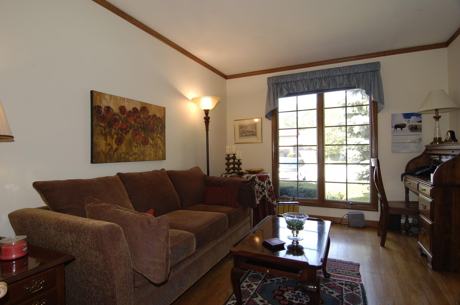Real Estate Photography - 900 Saddlewood Dr, Glen Ellyn, IL, 60137 - Den