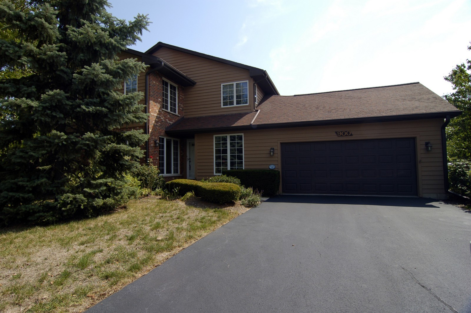 Real Estate Photography - 900 Saddlewood Dr, Glen Ellyn, IL, 60137 - Side View