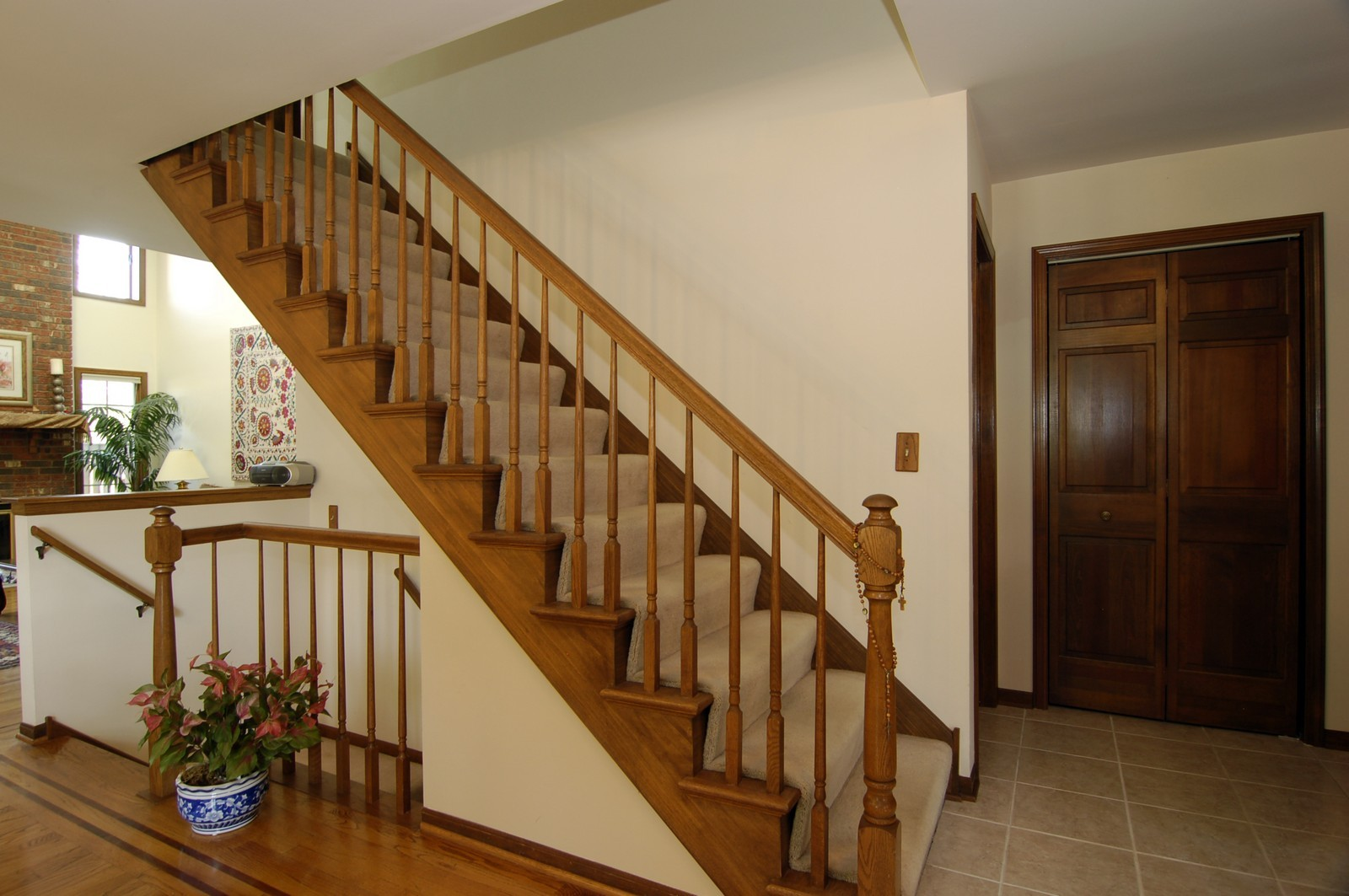Real Estate Photography - 900 Saddlewood Dr, Glen Ellyn, IL, 60137 - Staircase
