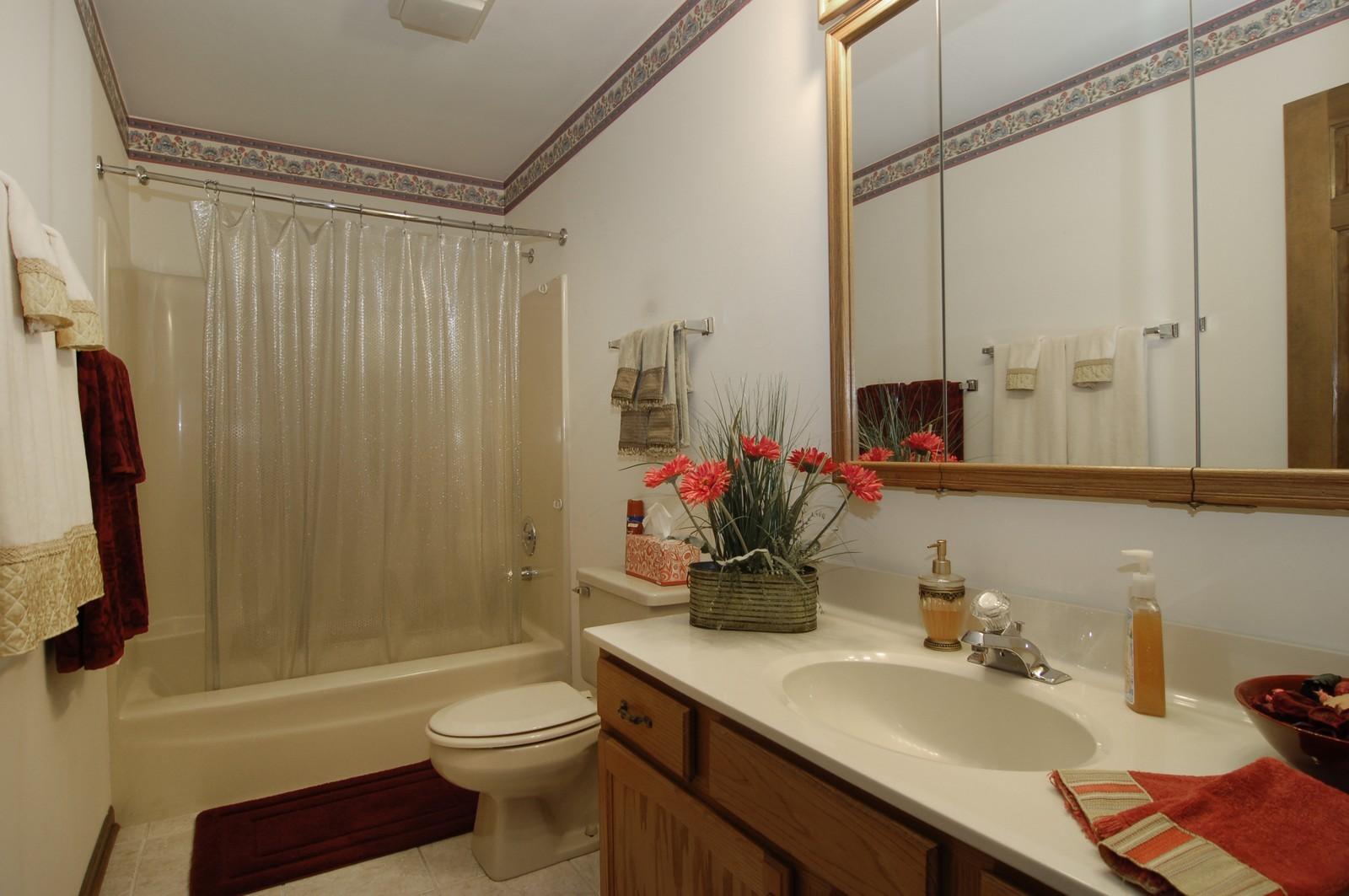 Real Estate Photography - 900 Saddlewood Dr, Glen Ellyn, IL, 60137 - Bathroom