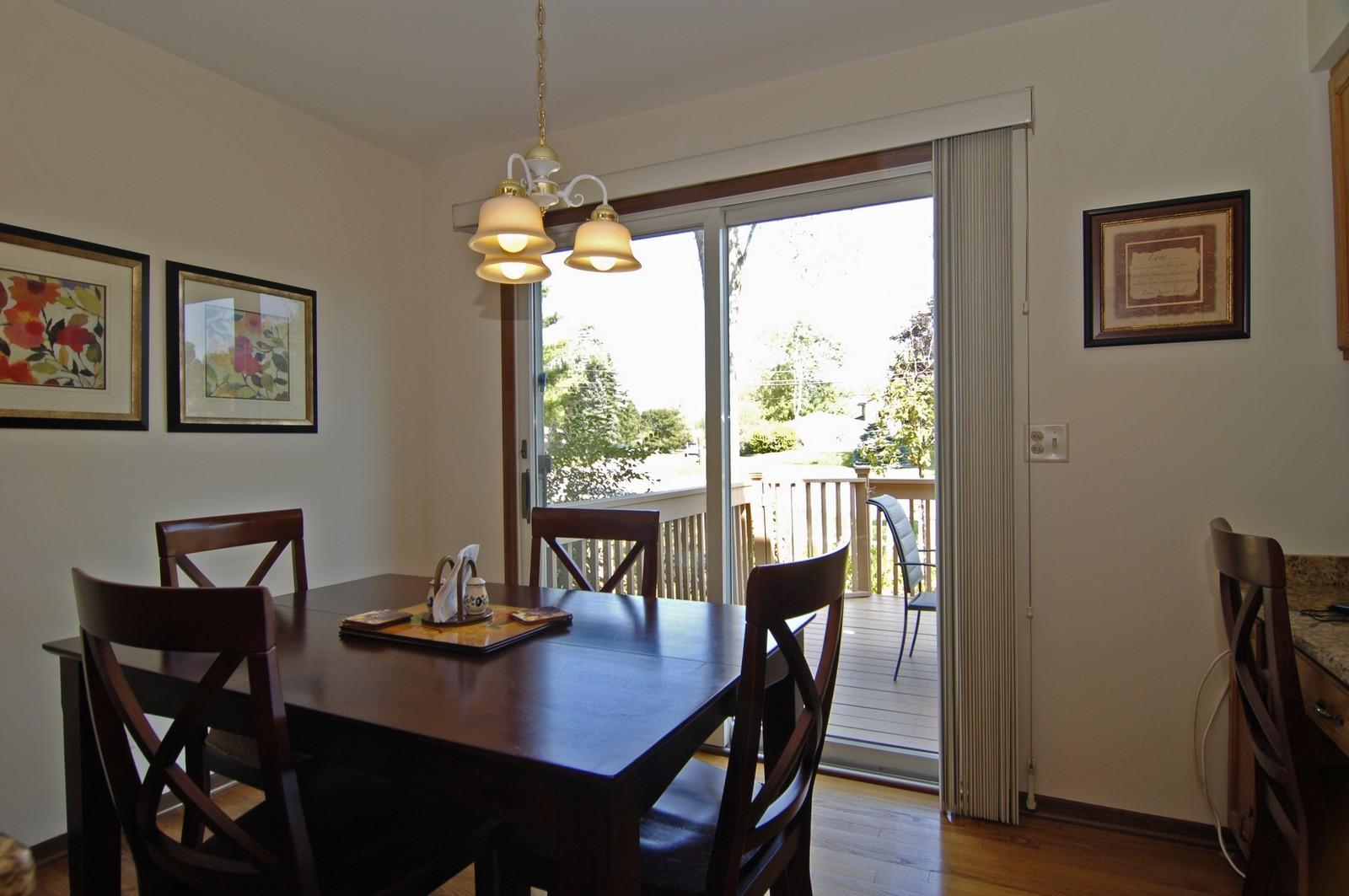 Real Estate Photography - 900 Saddlewood Dr, Glen Ellyn, IL, 60137 - Breakfast Nook
